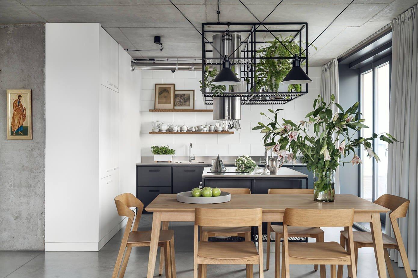 Zajímavě řešený penthouse v Krakově je skvělou ukázkou industriálního stylu bydlení, které si získává čím dál tím více fanoušků. Odvážná kombinace materiálů a tvarů spoludotváří přitažlivý charakter bytu, ve kterém dostává prostor i elegance.