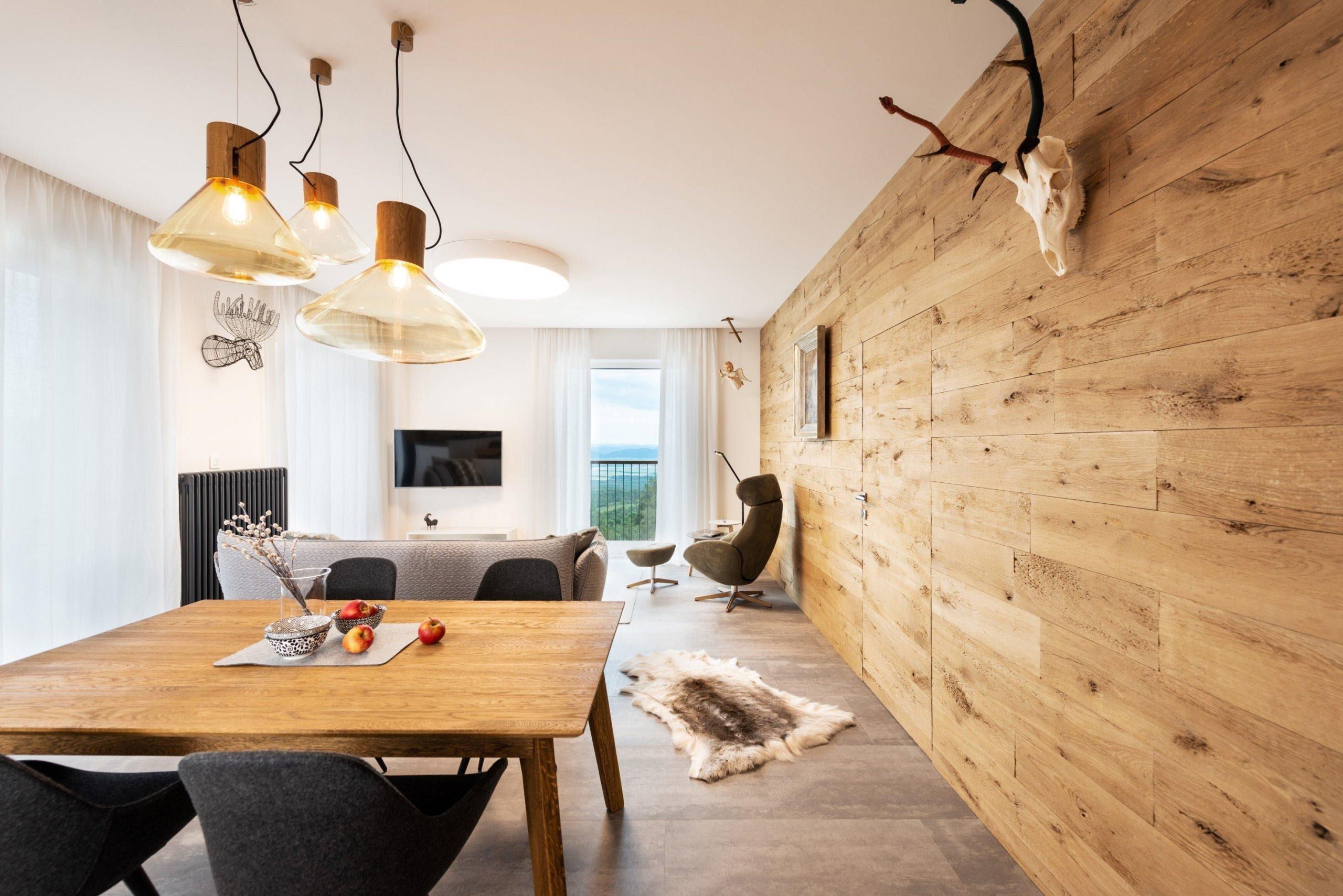 Majitelé tohoto horského apartmánu se na horách nenarodili, ale přirostly jim k srdci natolik, že si v Tatrách vytvořili druhý domov, který je celoročně obyvatelný a komfortní pro celou rodinu.
