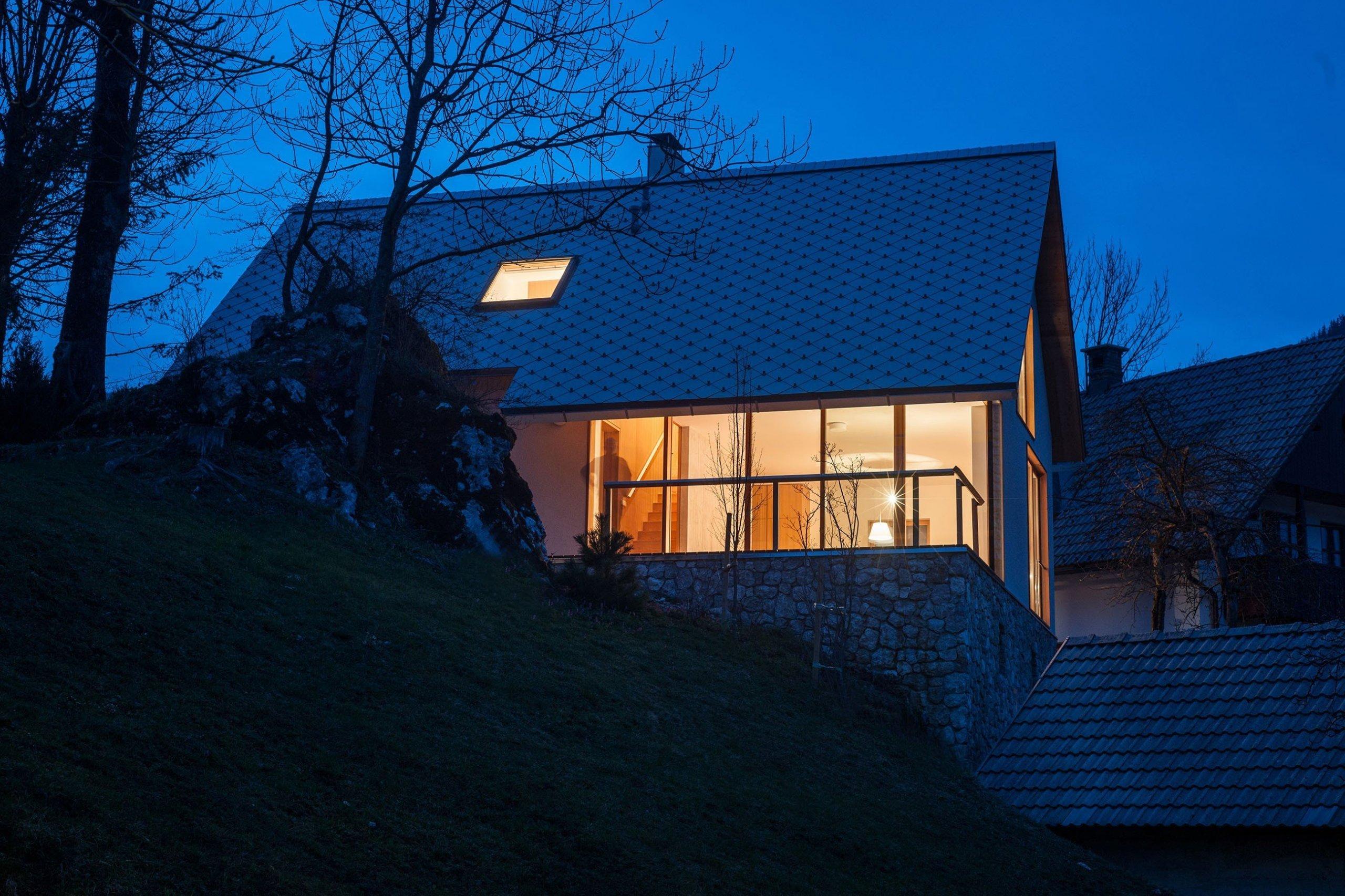 V jednoduchosti je krása – moderní dům v chráněné oblasti