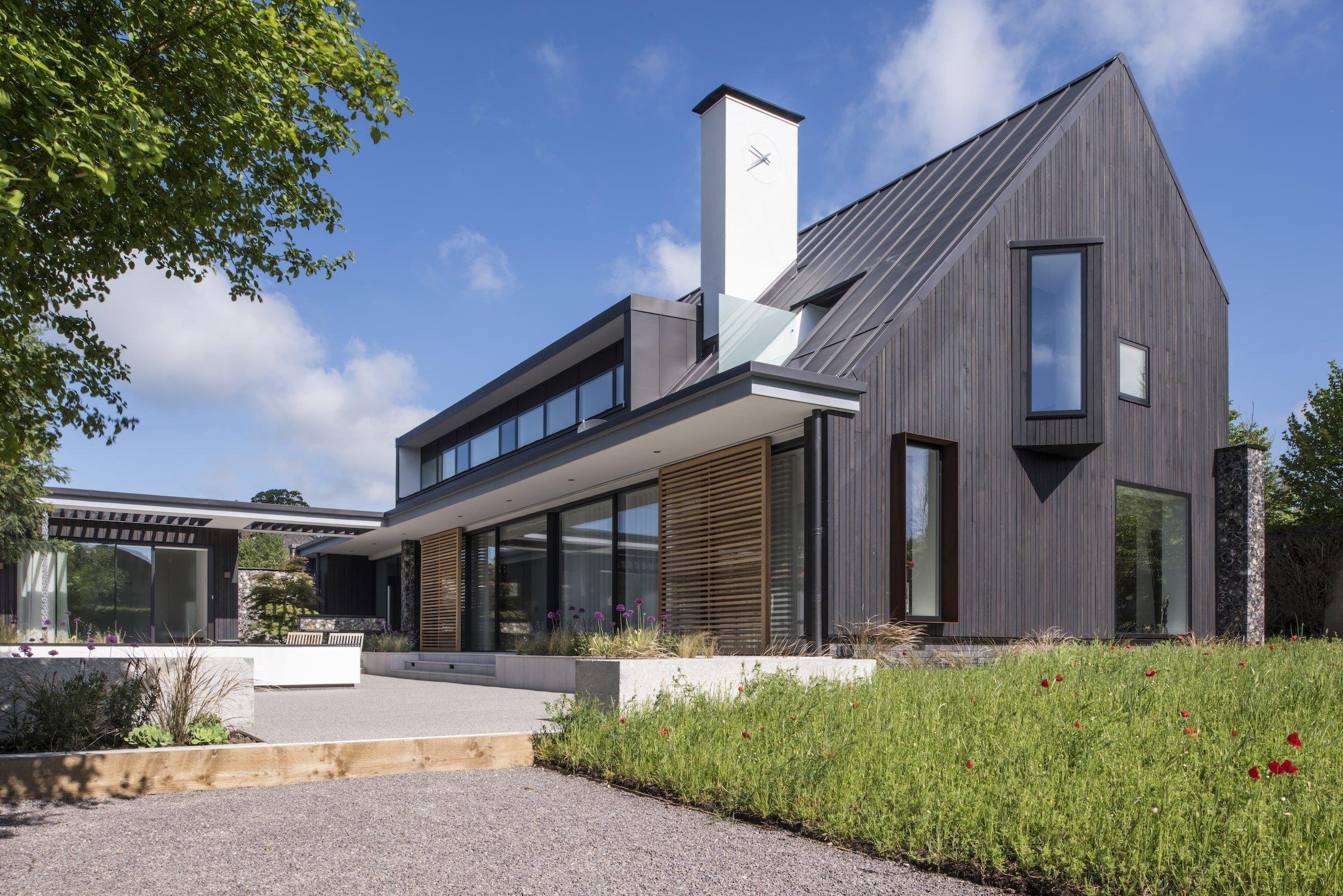 Dům, v němž se spojují historické tradice s nejmodernějšími nápady. Přesně takto můžeme popsat dům architekta Heinze Richardsona, který si pro stavbu svého domu snů vybral městečko v hrabství Buckinghamshire na severovýchodě Londýna.