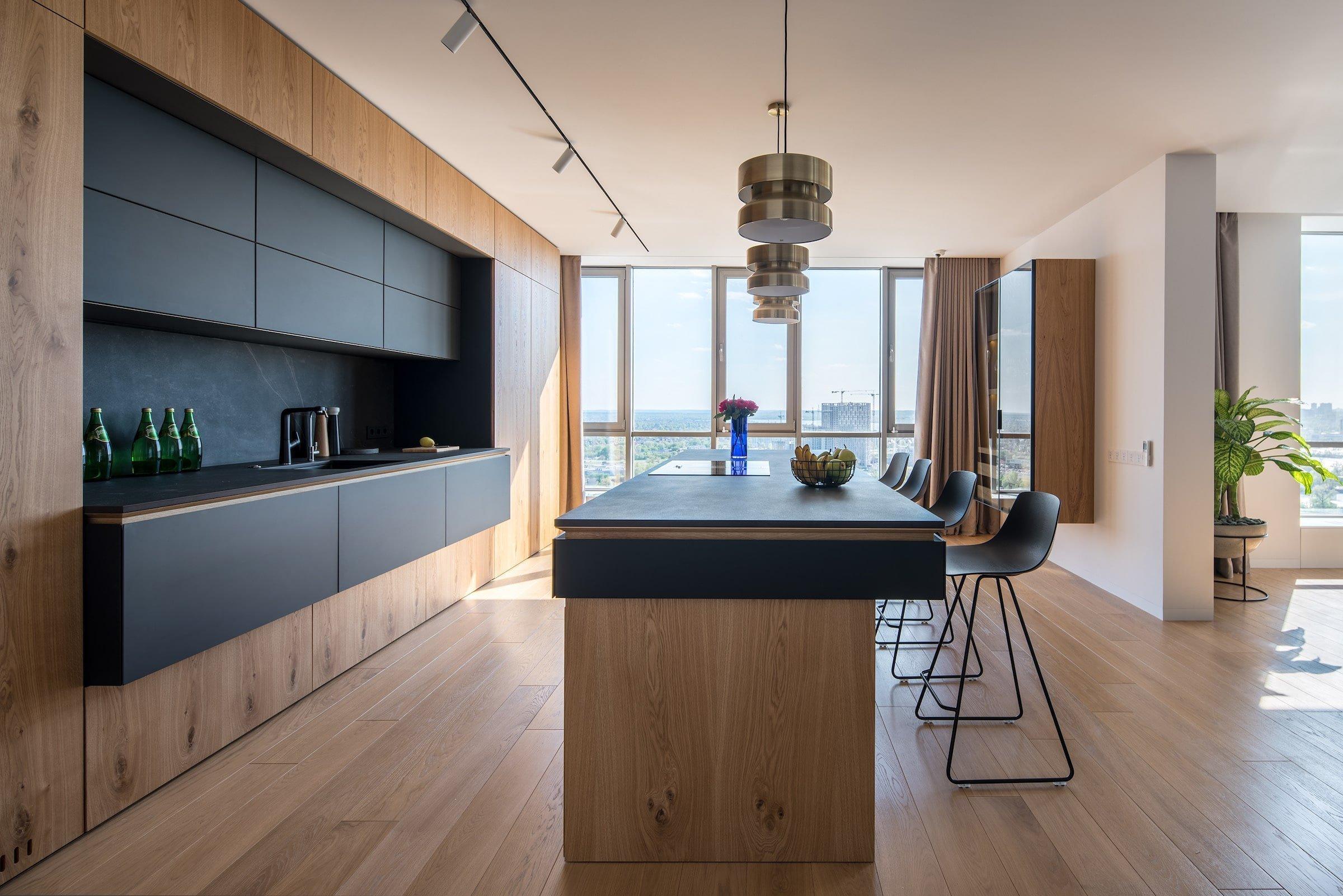 Tento moderní, elegantní apartmán ideální pro život mladých rodin se nachází v rezidenčním komplexu River Stone v Kyjevě. Interiér bytu byl navržen interiérovým studiem ZOOI, které kladlo důraz na vzdušnost, dostatek světla i čisté linie.