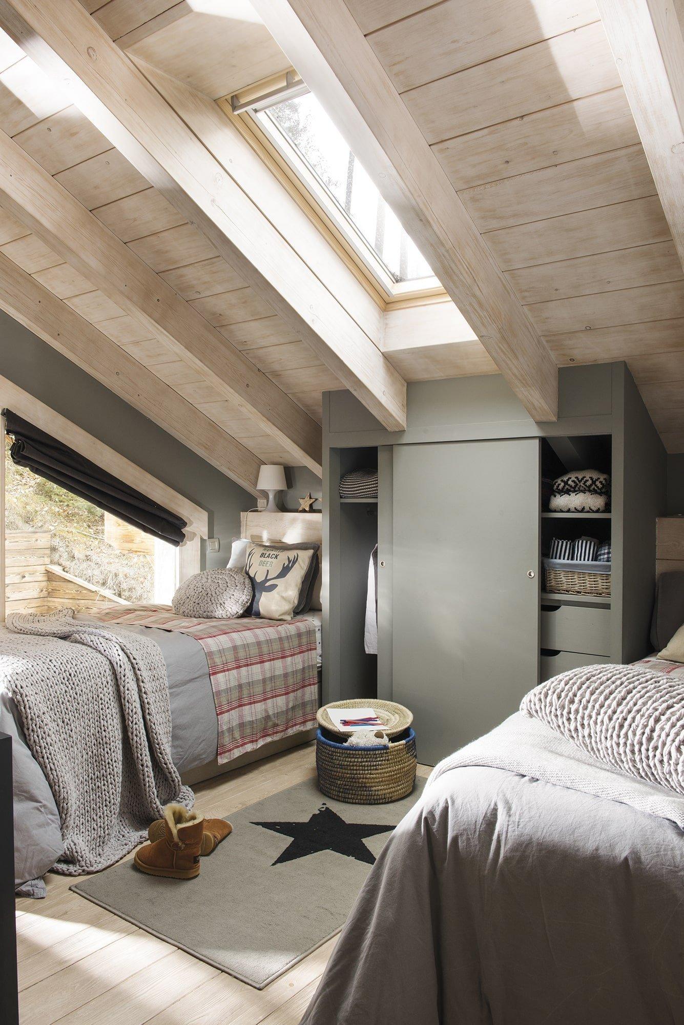 Dřevěný dům uprostřed lesa