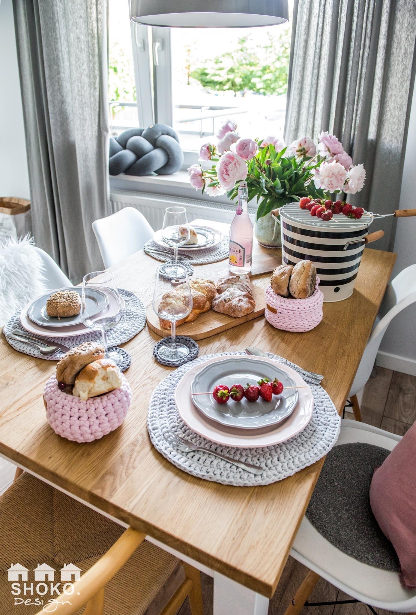 Retro se skandinávskými prvky a růžovými akcenty