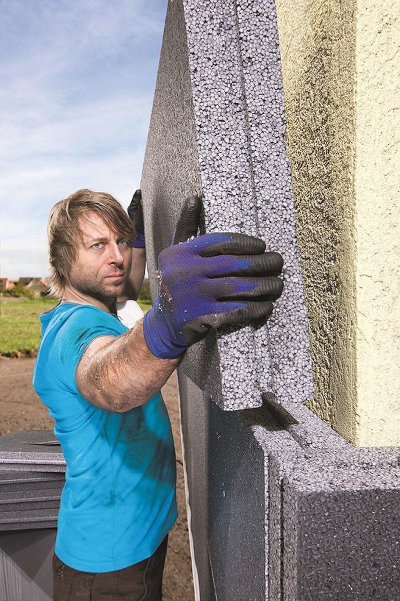Ceny energií závratně rostou. Ať už se tedy chystáte na stavbu nebo rekonstrukci domu, je třeba se zamyslet nad výběrem vhodné tepelné izolace. Nejenže dobře izolovaný dům ušetří vaše náklady na vytápění v zimním období, ale také zabrání přehřívání interiéru v letních měsících.
