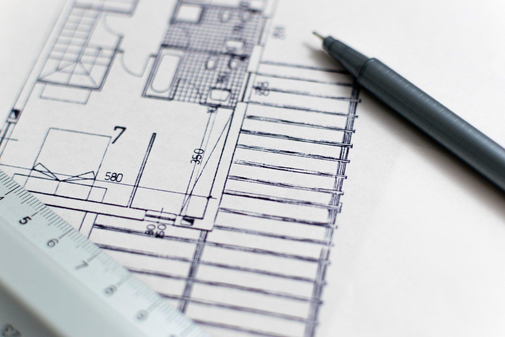 Tento článek by měl pomoci všem, kteří si chtějí postavit nový dům a nevědí přitom, na koho se obrátit a čím vůbec začít. Vše co je pro vás nezbytné znát jsme sepsali s minimem odborných výrazů.
