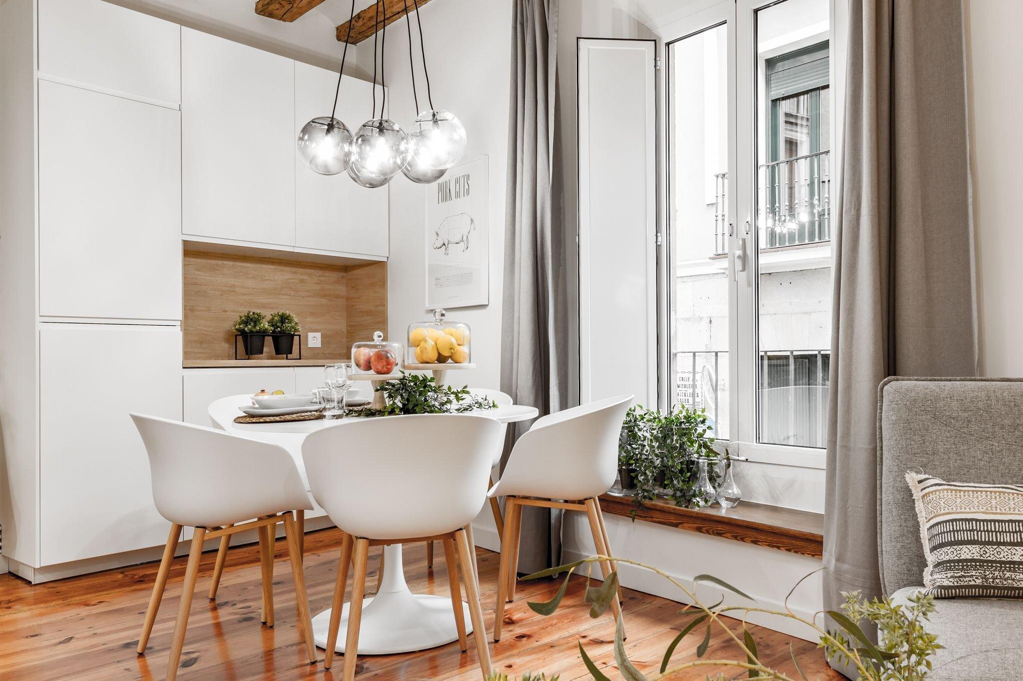V Pamploně, hlavním městě španělského autonomního společenství Navarra, se ukrývá působivě zařízený byt se severskou duší. Díky neutrálním tónům v něm může plně vyniknout přirozená krása dřeva i důmyslná hra světel.