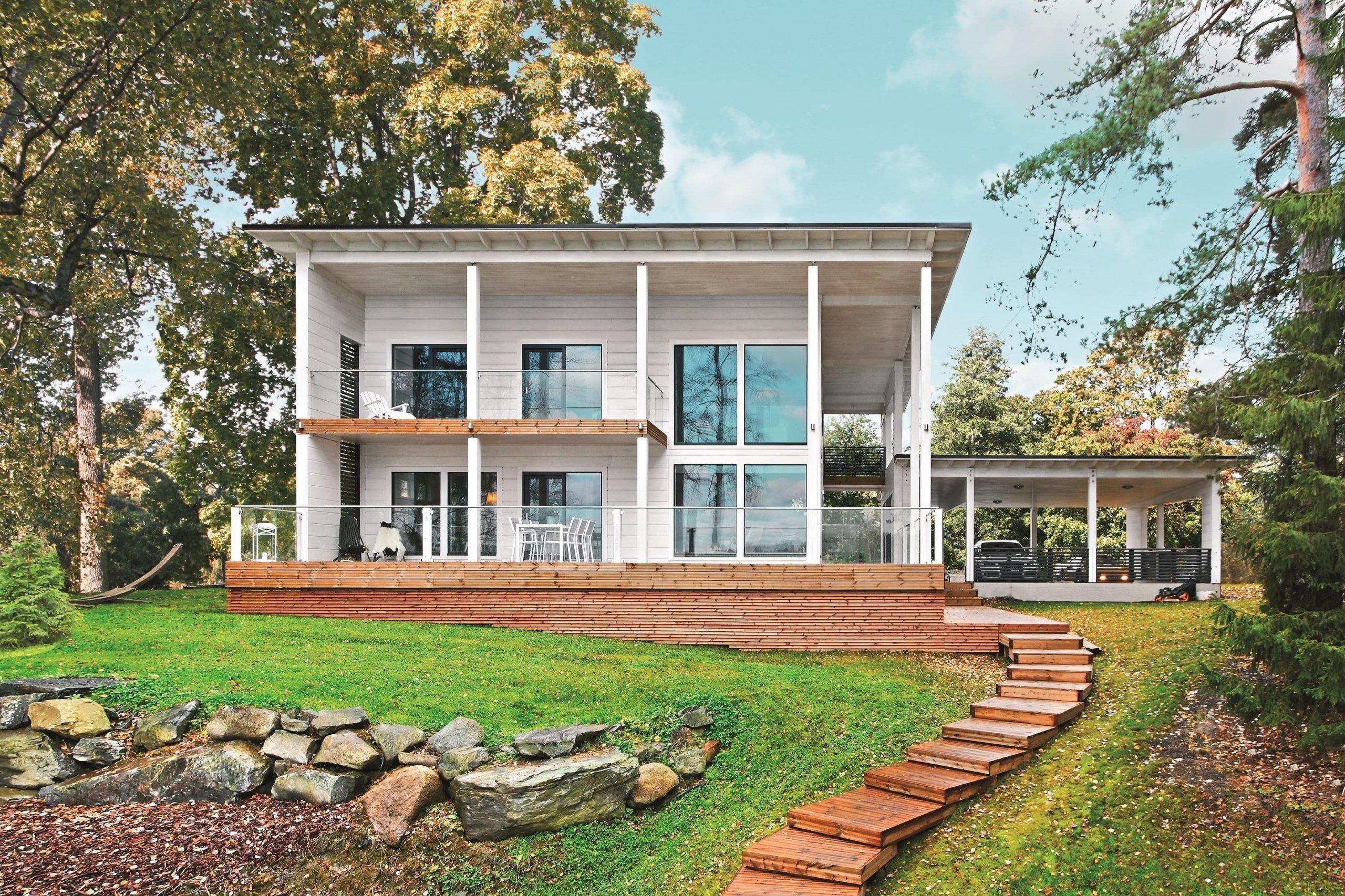 Inspiraci pro své bydlení nalezli manželé-architekti Heidi a Esa Schroderusovi při jejich pobytu v Itálii, kde byli natolik okouzleni tamní architekturou, že se rozhodli si přivézt kus jihu s sebou na sever a postavit si dům v podobném stylu.