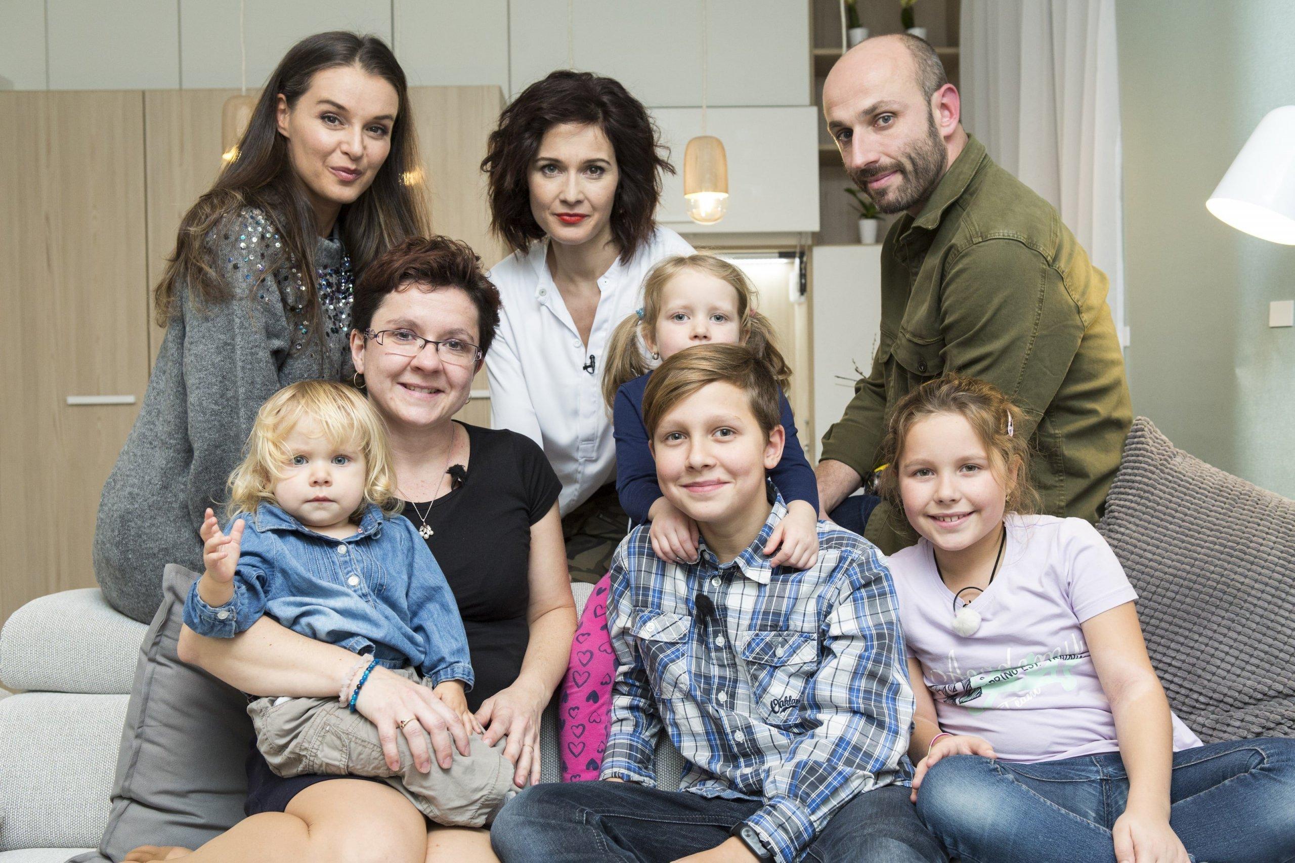 Další zázračná proměna bydlení se v pondělí 4. března od 21:30 na Primě uskuteční pod rukama designérů Andrey Hylmarové a Marka Povolného. Do parády si vezmou byt, ve kterém se svou maminkou bydlí hned čtyři děti. Rodina, která ještě před rokem působila jako z reklamy na štěstí, přišla kvůli tragické události o tatínka. Mladá vdova tak zůstala se svými dětmi na všechno docela sama. Najdou se však lidé, kteří nejsou vůči neštěstí druhých lhostejní. Do pořadu přihlásil tuto rodinu jeden vnímavý soused, a tím jí pomohl s novou životní fází – plnou energie, splněných snů i střežených vzpomínek.