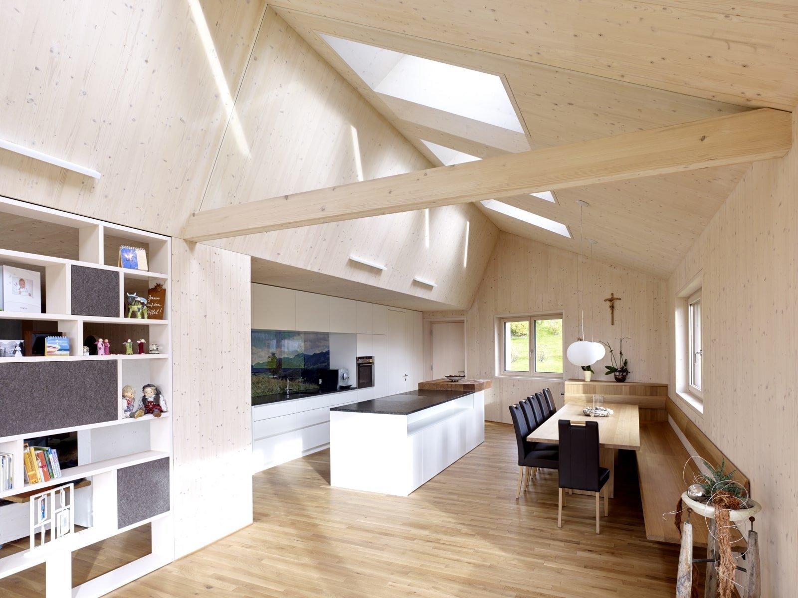 Dřevo vždy patřilo i bude patřit k nejvíce využívaným stavebním materiálům vůbec. Zcela dřevený dům byl postaven i v obci Sulzberg, která je známá svojí krásnou přírodou. Nejen proto byl dům stavěn s co největším ohledem na své okolí.