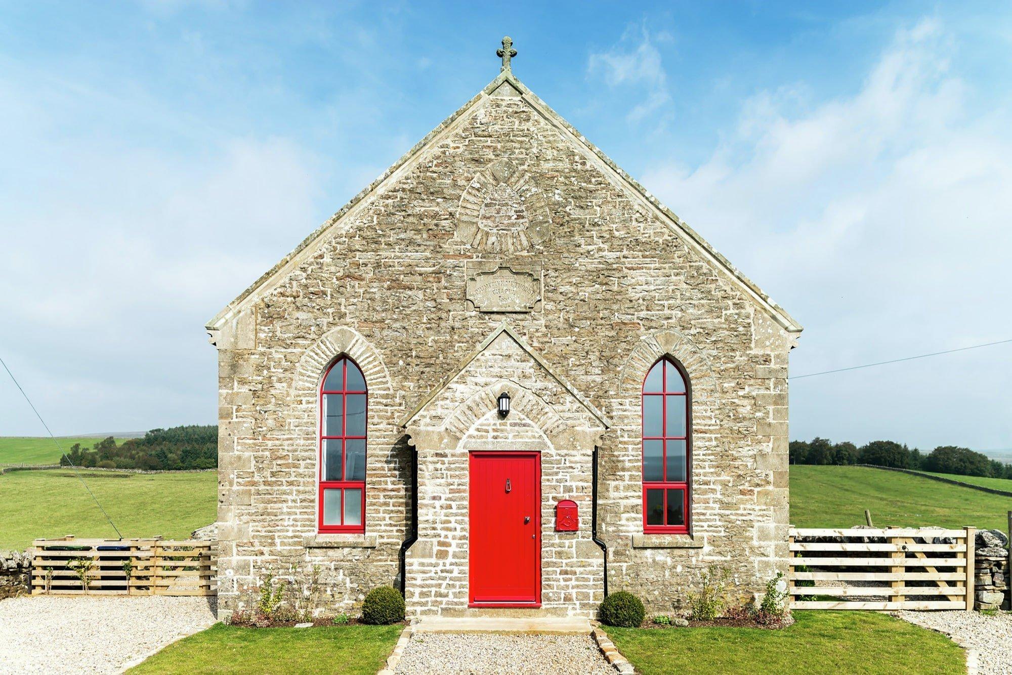 Zrekonstruovaná kaple pro víkendové bydlení