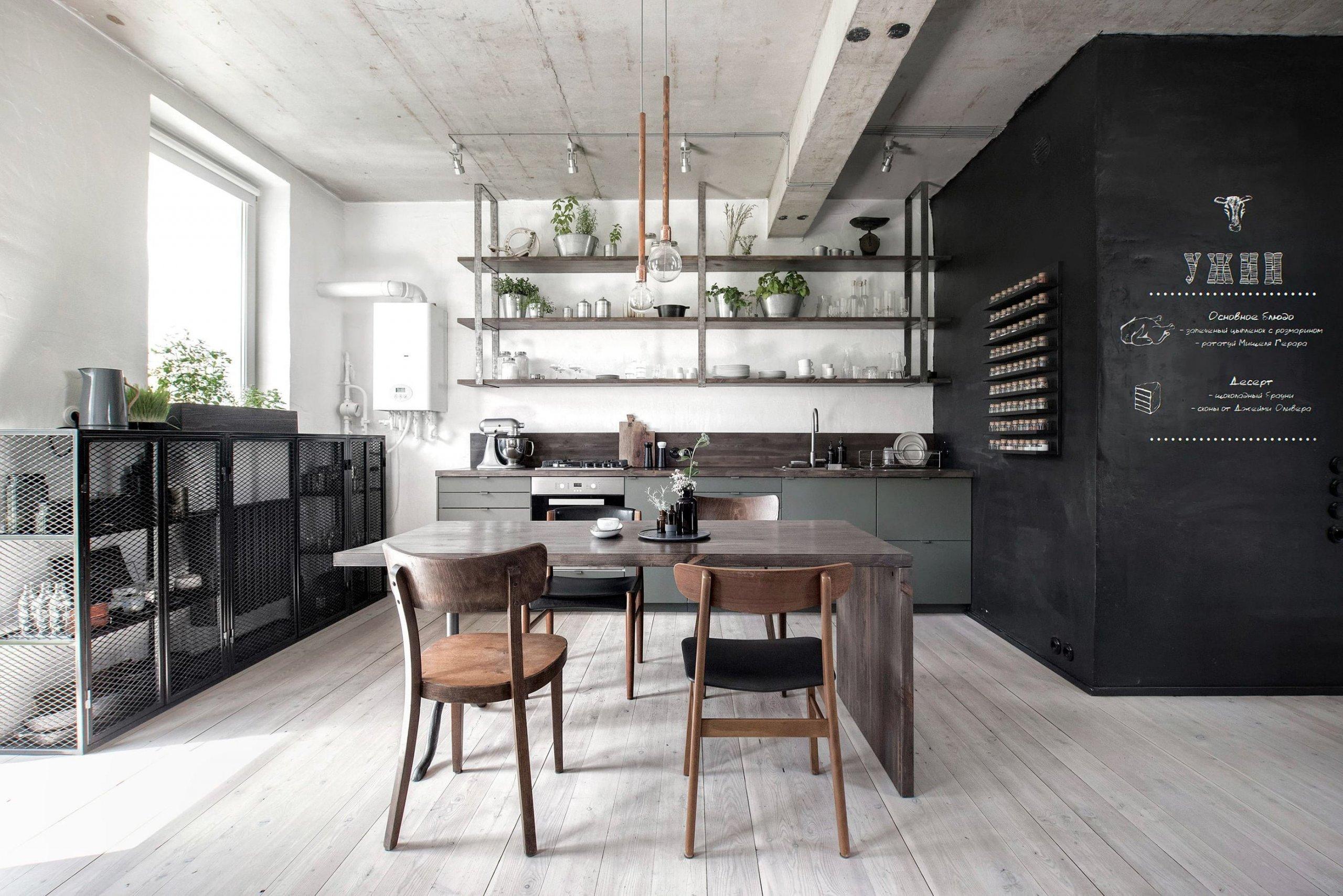 Když architekt zařizuje interiér domova se zcela jasnou vidinou toho, jak má vypadat, jde práce hezky od ruky. Důkazem je i interiér tohoto dvoupodlažního bytu, který se nese v kouzelné kombinaci černé a bílé barvy.