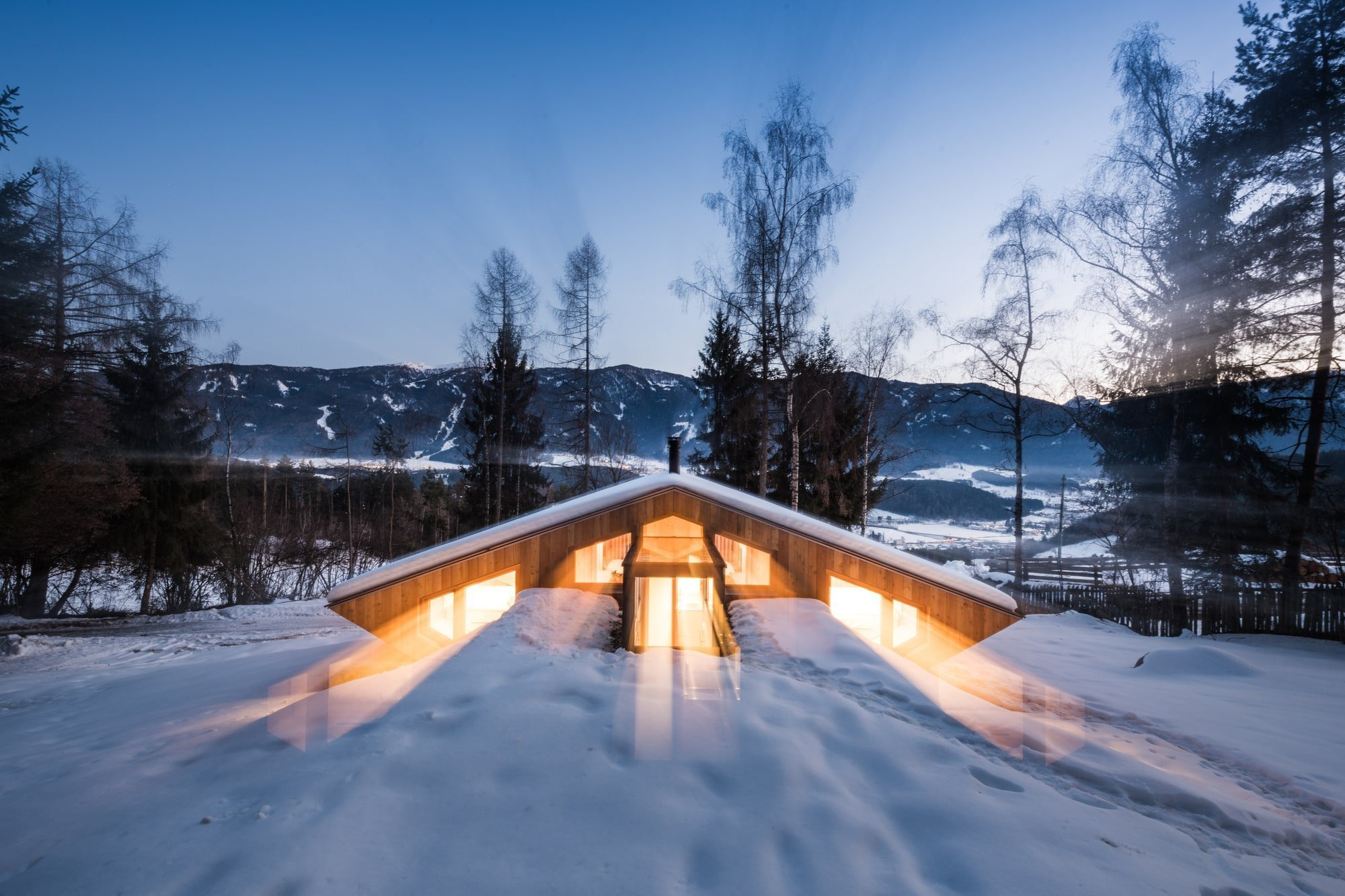 Malá chata vypadá po rekonstrukci jako UFO