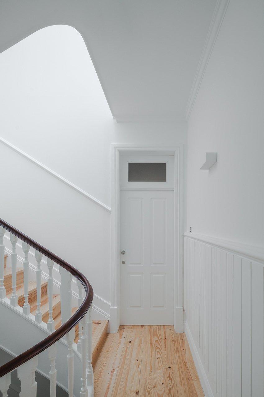 Někdy je jednodušší starý dům strhnout a vybudovat na jeho místě moderní budovu. Právě tomuto snadnému řešení se ale ubránili architekti z portugalského Porta a rozhodli se originálním způsobem znovu oživit dům z devatenáctého století.