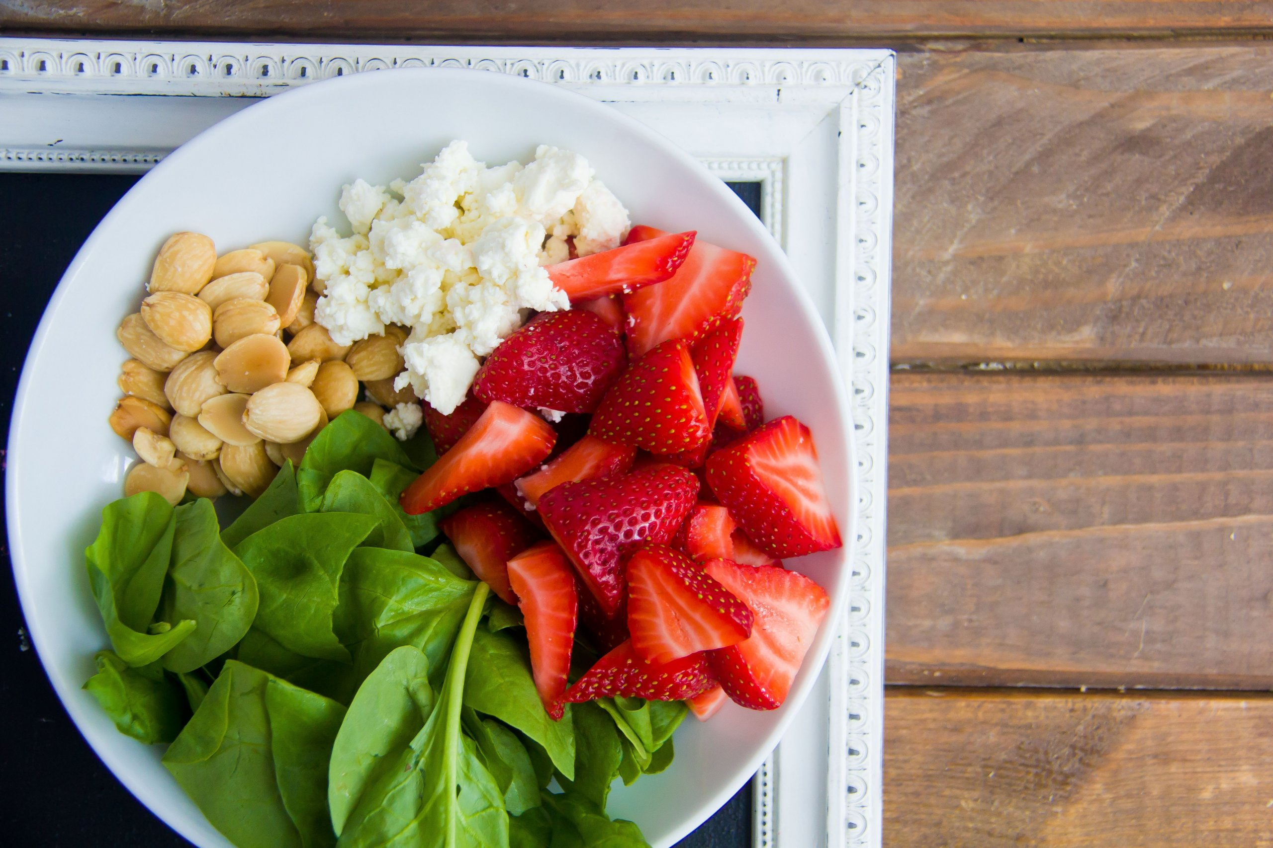 Ochutnejte jahodový salát se sýrem feta!