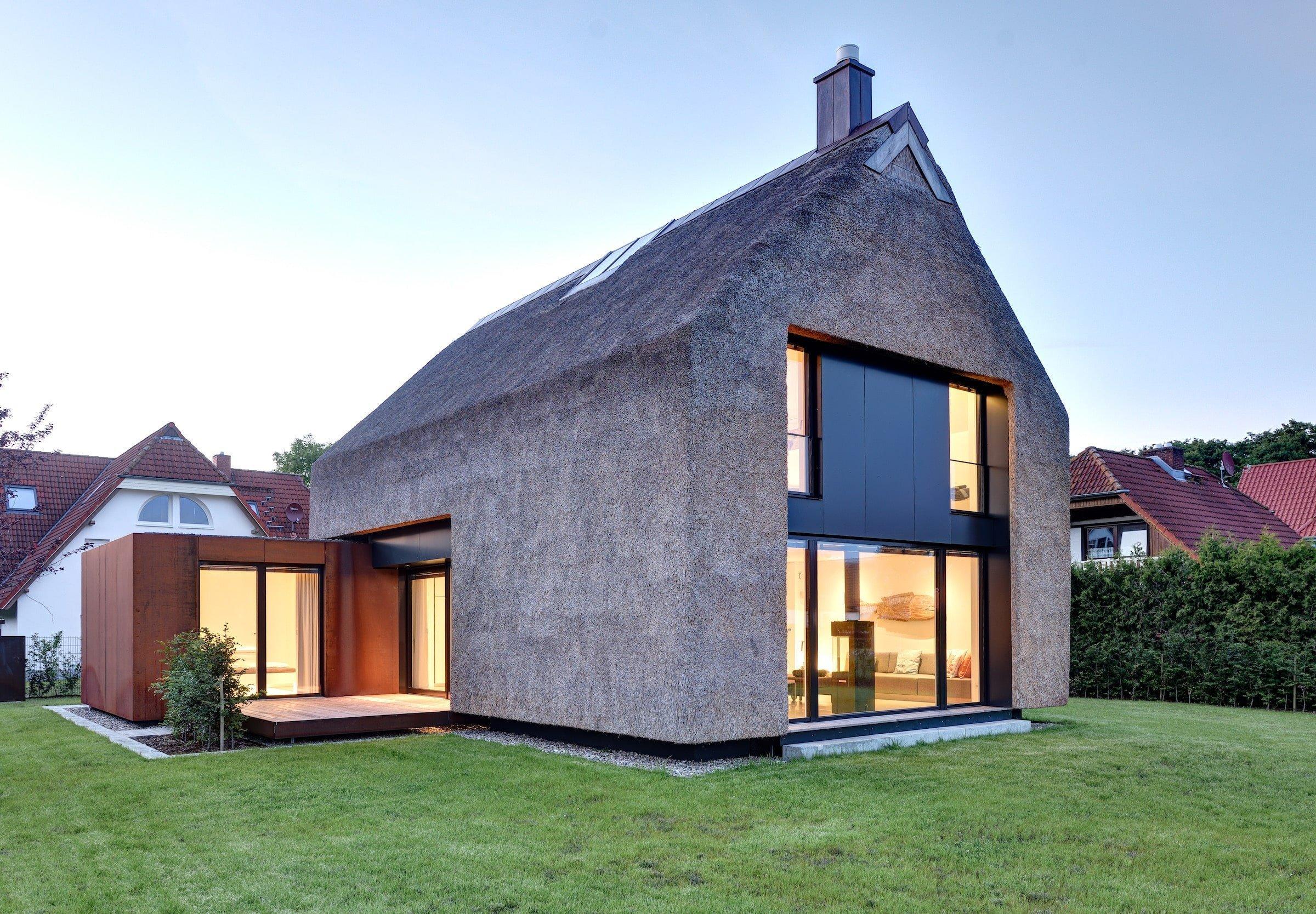 Rekreační dům nacházející se v letovisku Prerow u Baltského moře je moderním pojetím klasického rákosového domu. Jistě s námi budete souhlasit, když řekneme, že jde o místo naprosto ideální k trávení každé rodinné dovolené, ale i celoročnímu bydlení.