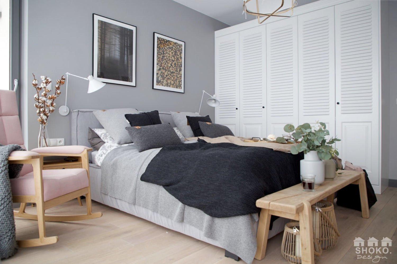 Byt ve skandinávském stylu, který je moderní, funkční, ale neztrácí svou útulnost. Vhodně vybrané příslušenství a barvy dělají z bytu oázu klidu a majitelům přináší radost. Přesvědčte se a zkuste tipy, jak si i váš byt zařídit v skandinávském stylu.