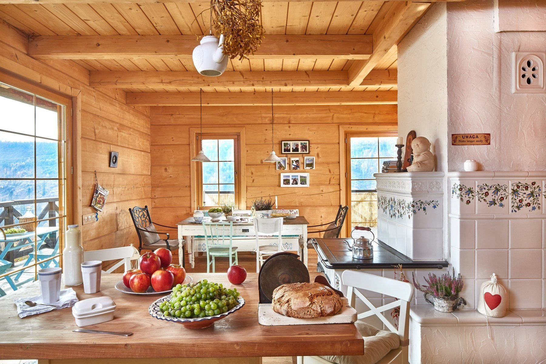 Dřevěný srub ve venkovském stylu