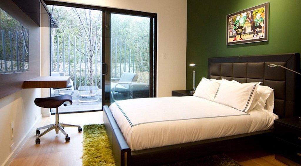 Trávově zelená - Milujete přírodu? Vemte si ji rovnou domů. Sytě zelená dá Vaší ložnici prokouknout skutečně neobvyklým způsobem.