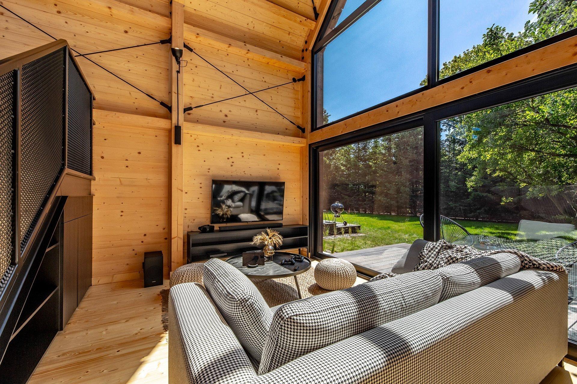 Nechte se okouzlit moderním pojetím typicky saské usedlosti. Camppinus Park je novým řešením moderní dovolené v soukromí i naprostém komfortu chytrých domů.