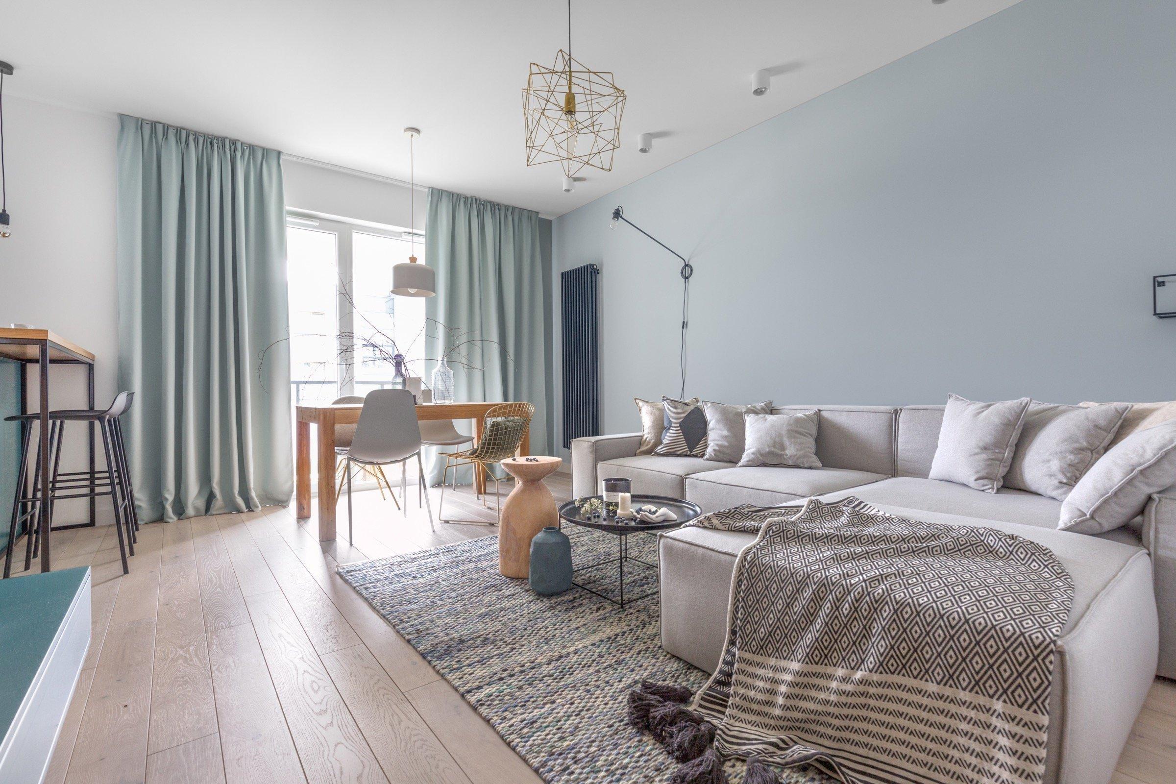 Moderní bydlení v tyrkysových odstínech