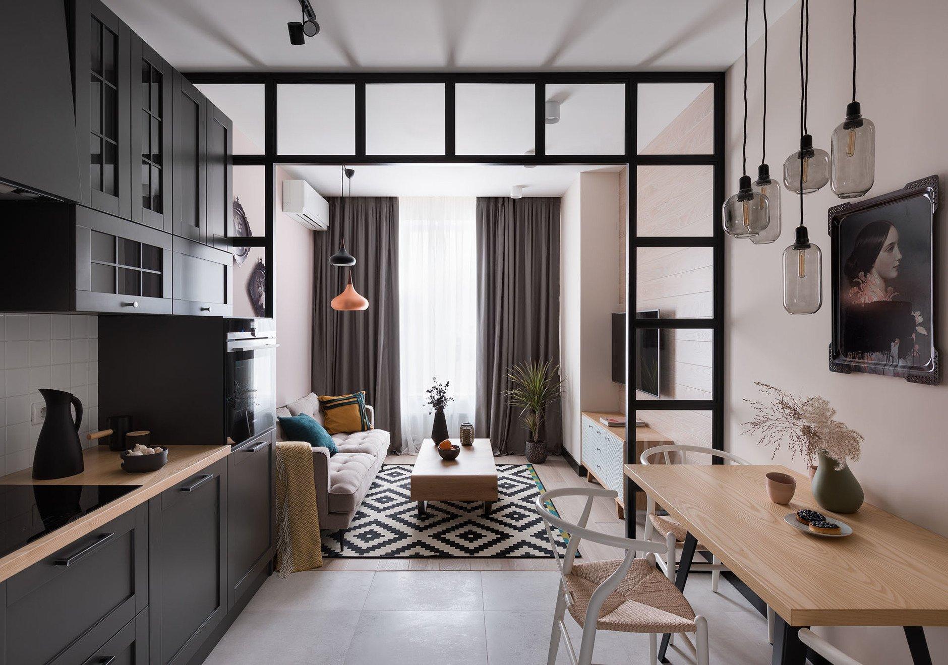 I v malém prostoru si můžete zařídit dokonalou hygge atmosféru, s minimem nábytku a doplňků. Příkladem důmyslného řešení může být tento byt o rozloze 49m², který je řešen efektně a vkusně.