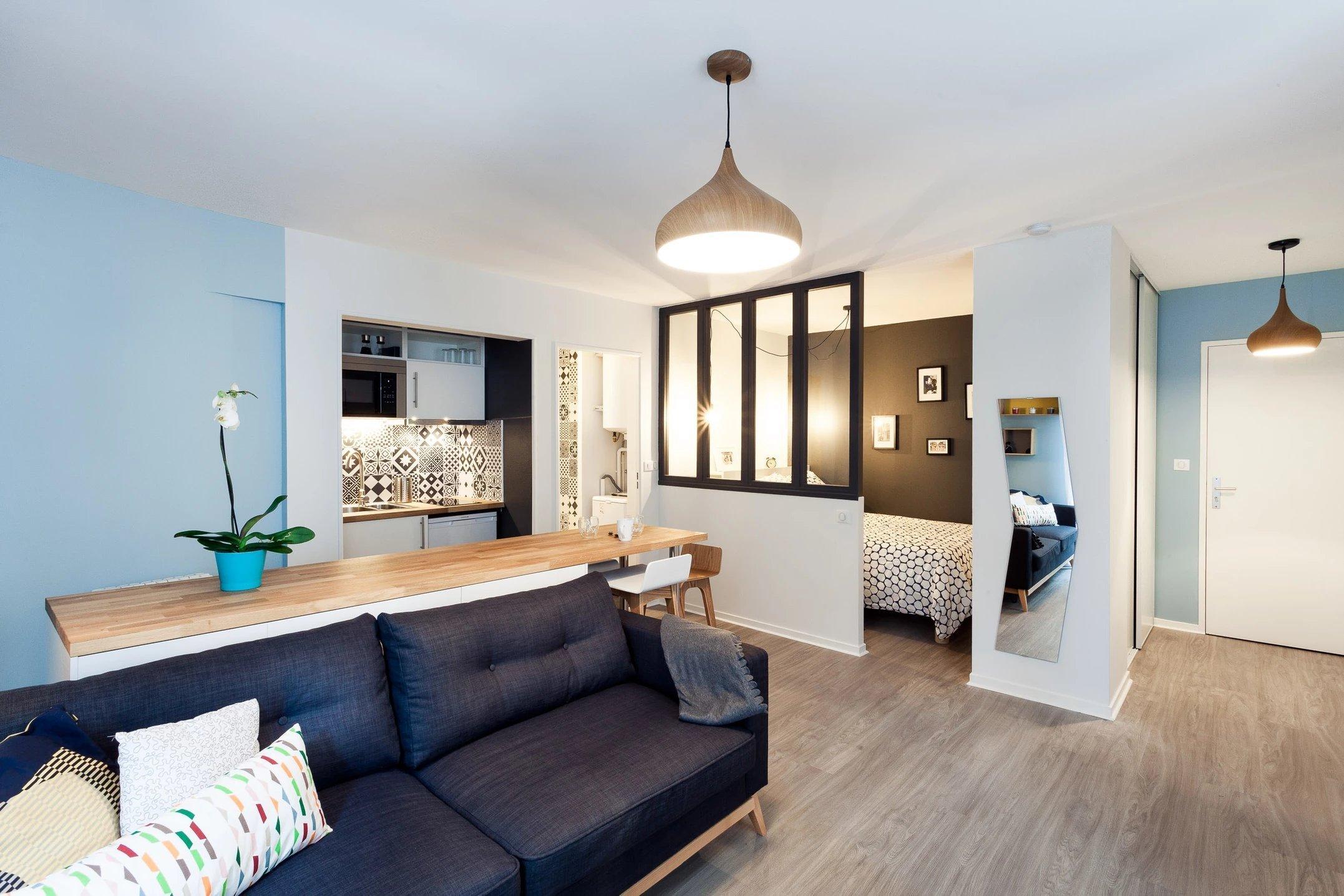 Rekonstrukce proměnila starý a velmi tmavý byt na pohádkové bydlení pro mladou single ženu. I na  30 m2  lze vytvořit plnohodnotný byt ve skandinávském stylu.