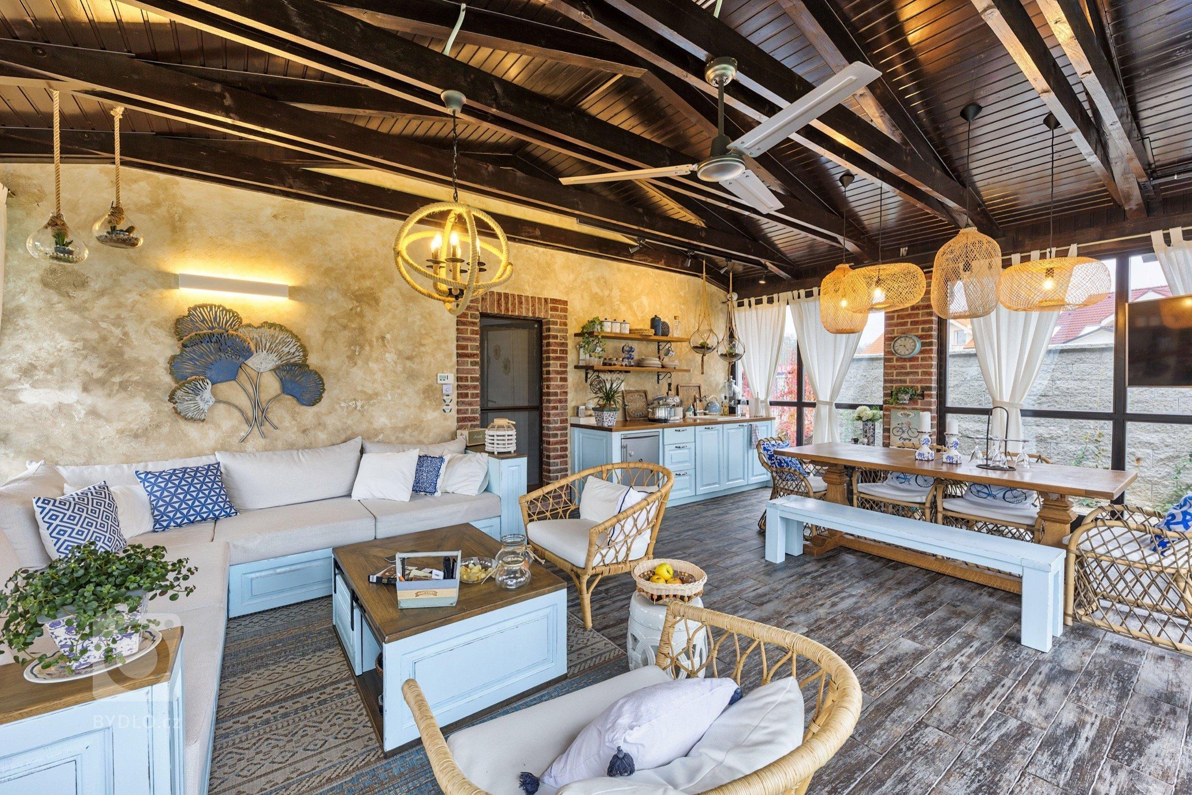 Nový dům ve venkovském stylu s nádechem středomoří