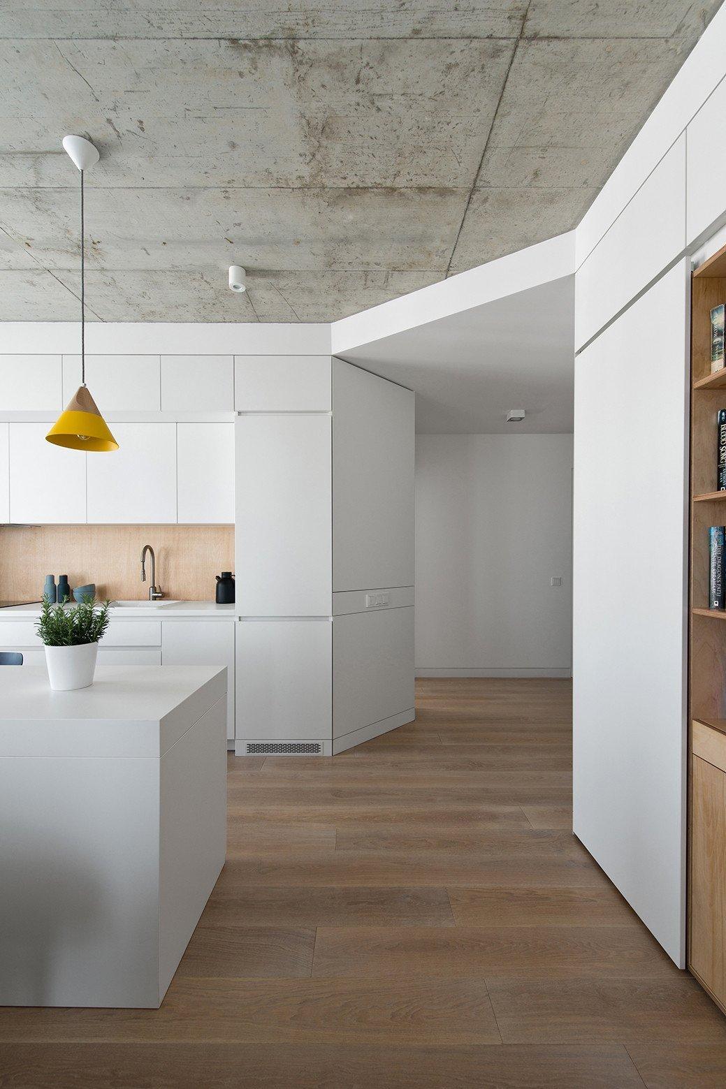 Malý prostor vyžaduje světlé barvy a dostatek úložného prostoru.