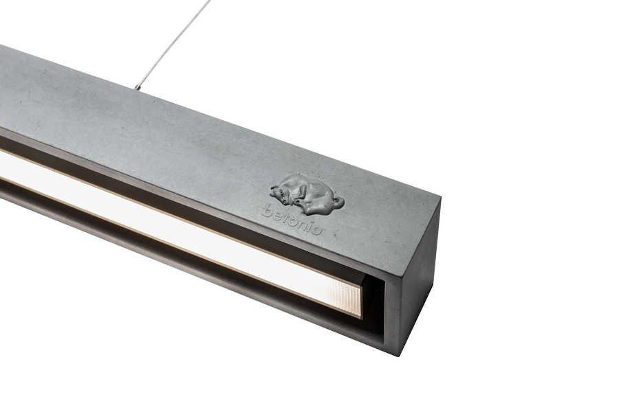 V současné době se v interiérech čím dál tím více hlásí o slovo beton. Začalo to pohledovým betonem na stropech a příčkách, načež se přidaly betonové stěrky a keramické dlažby. Společnost betonio posouvá tento trend ještě dál. Z funkčního betonu totiž vyrábí nábytek a bytové doplňky. Jak ale sám její majitel Jan Puttner říká, nedělá dekoraci, ale opravdové funkční kusy.
