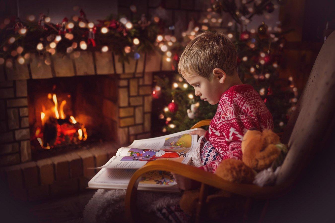 Kdy jindy posílit příjemnou náladu domova, než právě v nadcházejícím vánočním čase, který se v posledních letech nese ve znamení stresu a shonu? Je známo, že čínské Feng Shui udává v životě správný směr. Proč toho nevyužít i přes vánoční období? Nemusíte být znalcem, stačí vám těchto pár základních informací k vytvoření poklidné vánoční atmosféry.