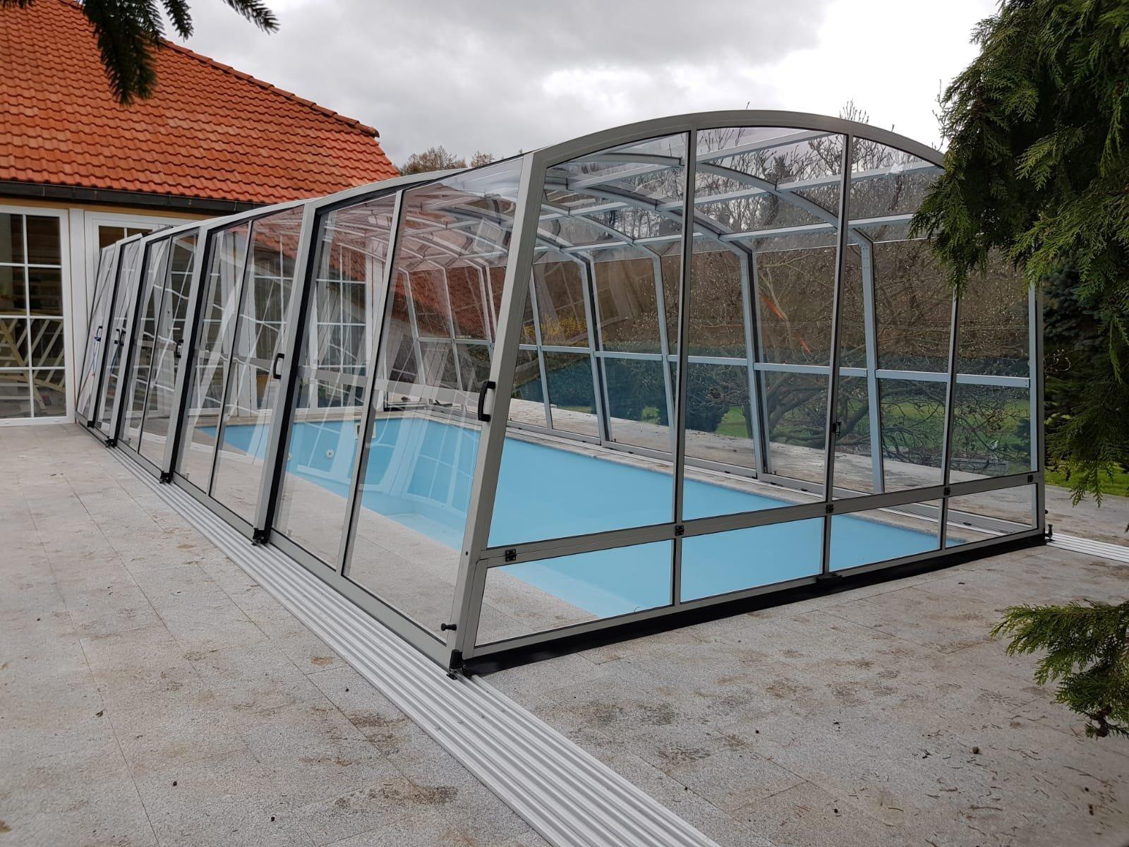 Nabízíme bezkolejnicové, jednokolejnicové nebo dvoukolejnicové zastřešení bazénů. Vyrábíme standardní i atypické zastřešení ve vysoké kvalitě a v různých…