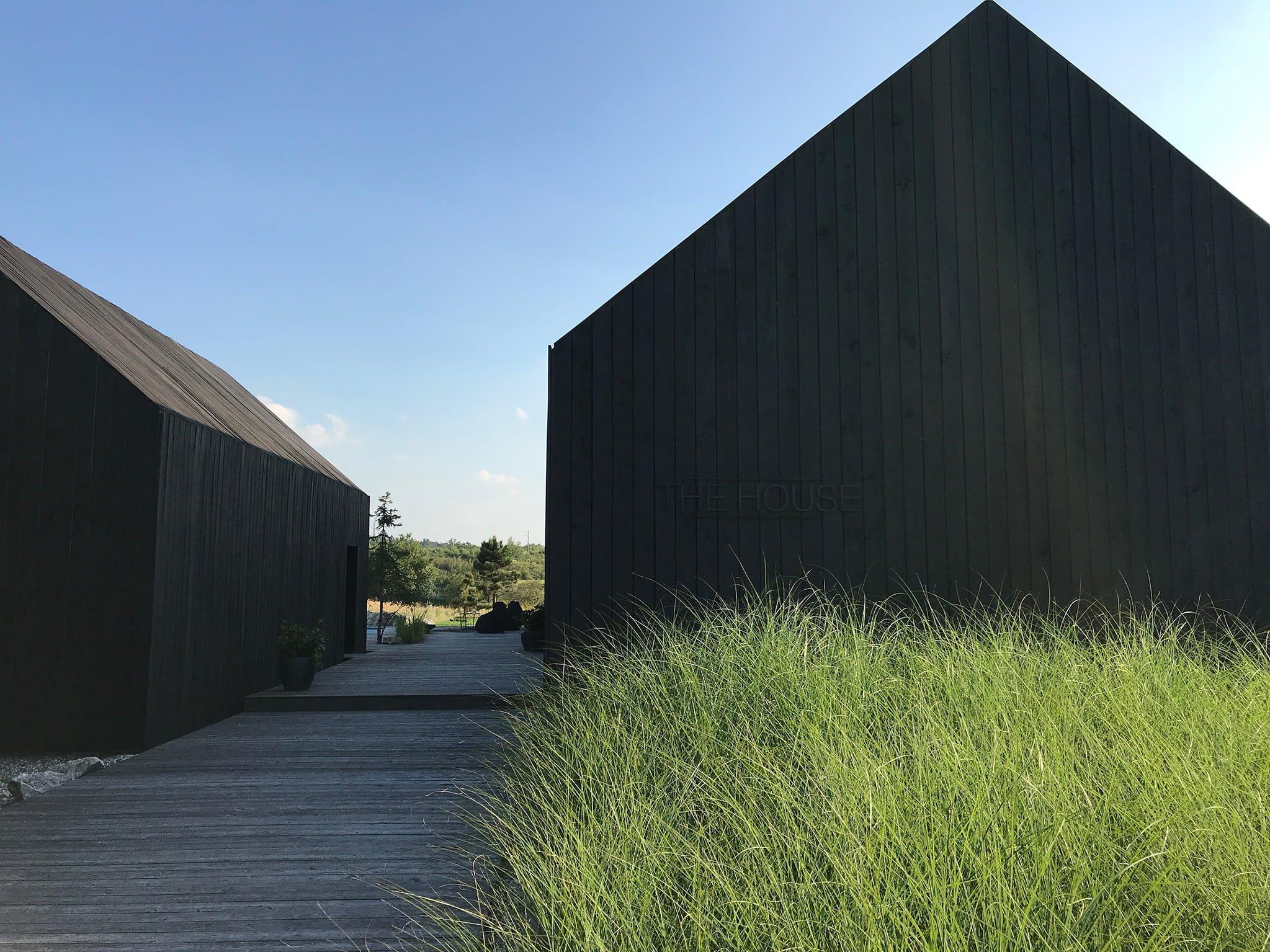 Moderní stodola na venkově