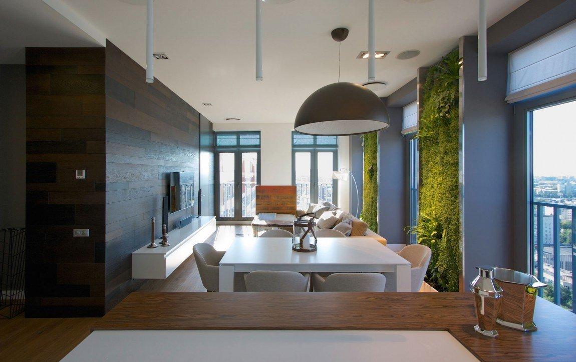 Díky velkým oknům má pokoj dostatek přirozeného světla.