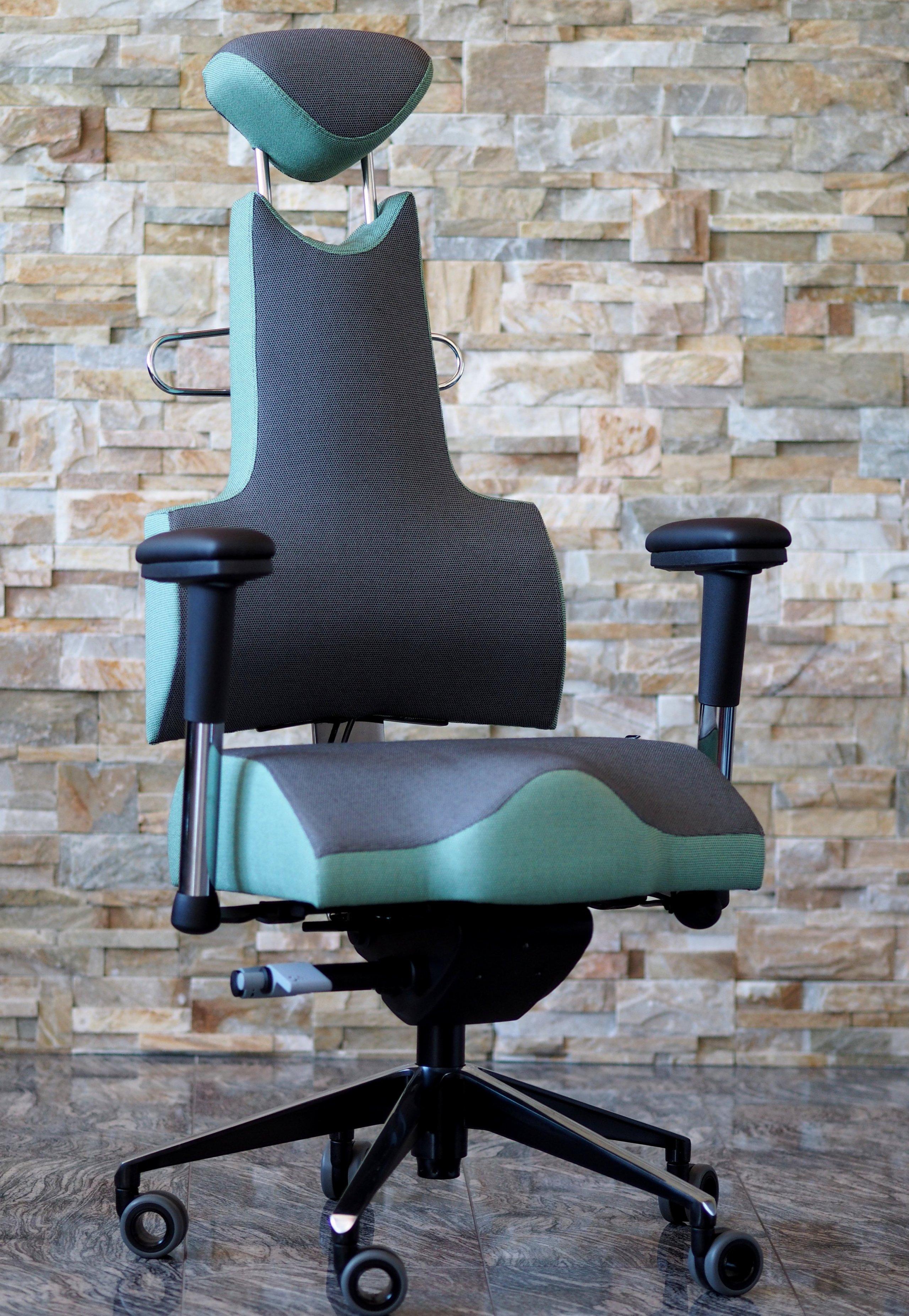 Židle jsou zcela individuální a tak se přizpůsobí každé postavě.