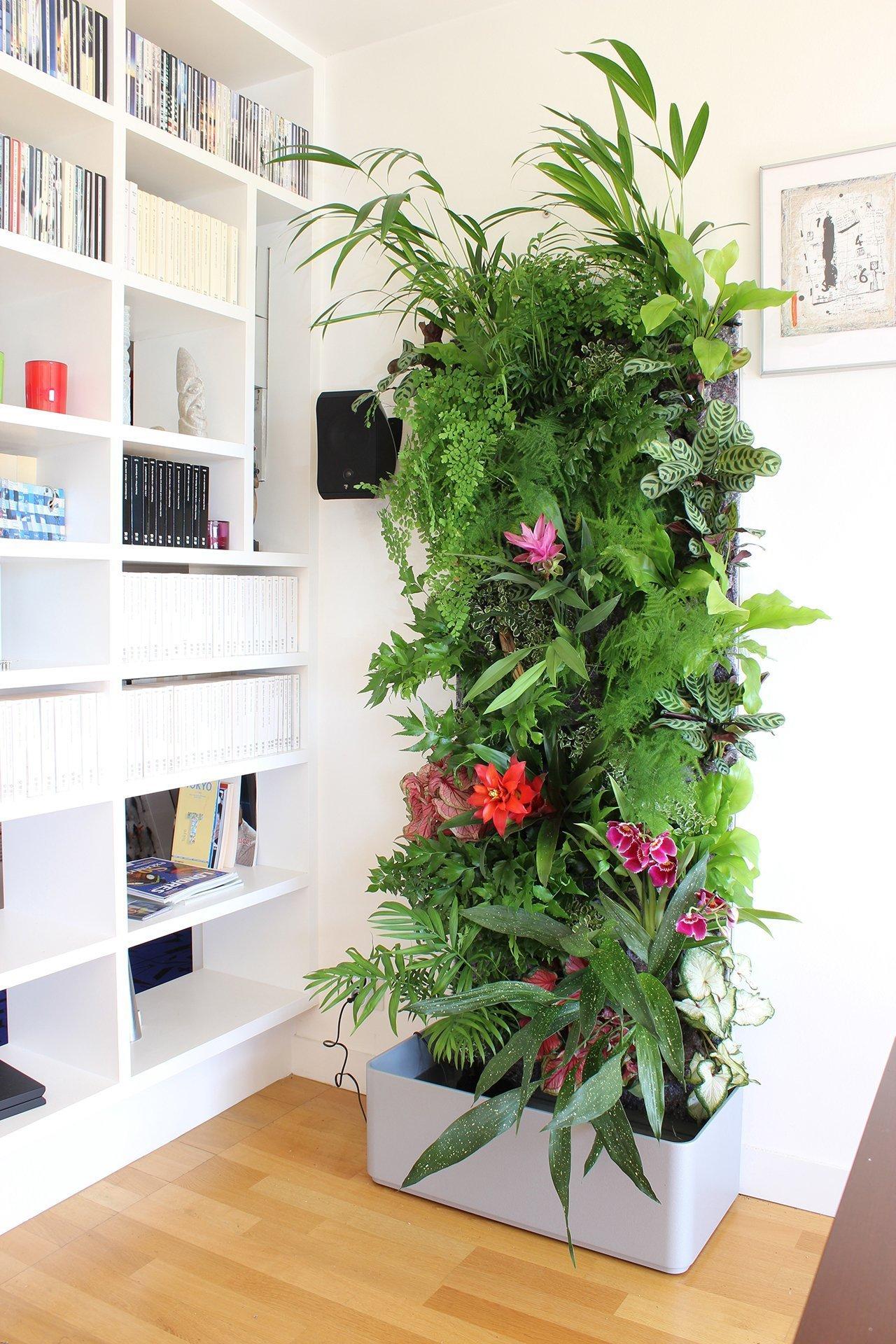 Do bytu si můžete pořídit sloup nebo mobilní stěnu. Rozkvetlé květy interiér rozzáří.