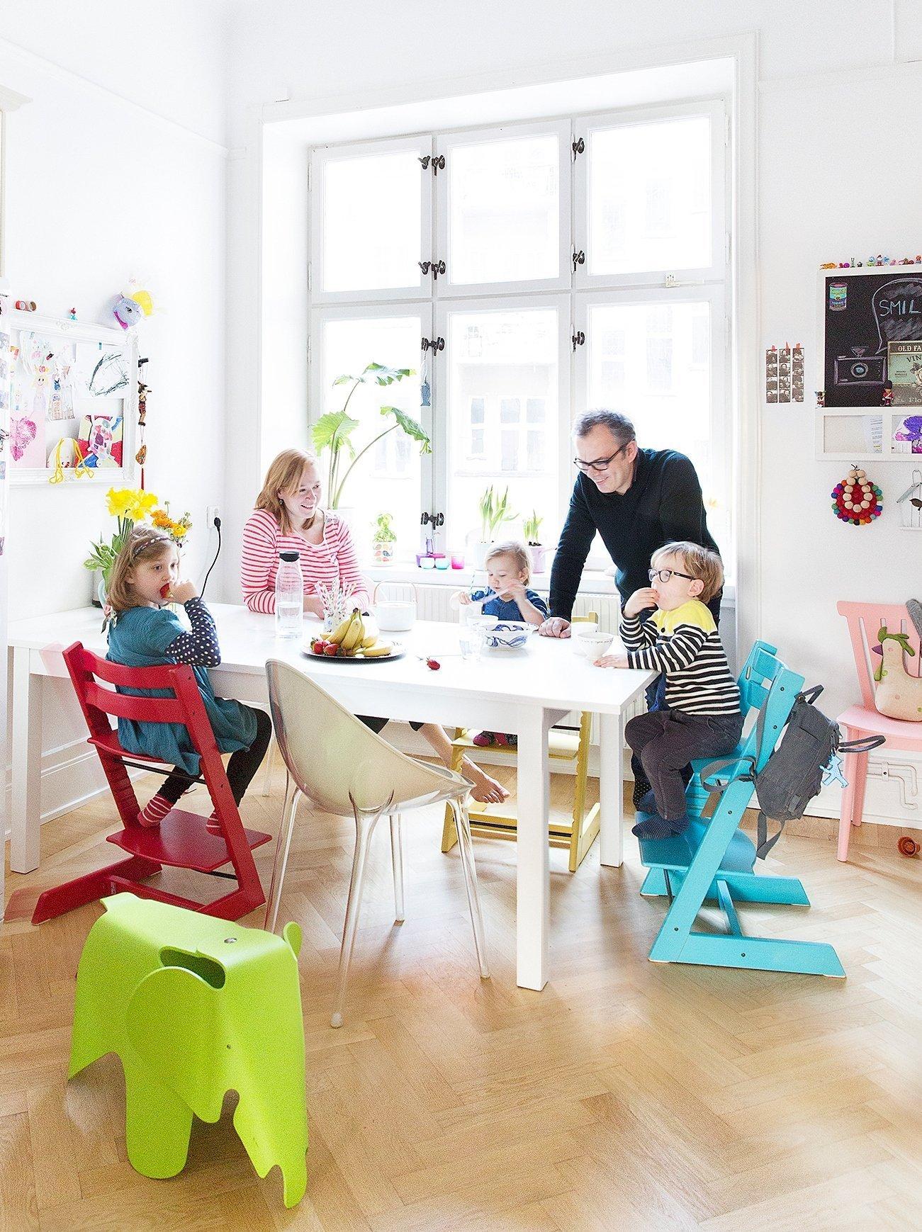 Rostoucí židle jsou pro všechny věkové kategorie. Navíc je skvělé, že můžou děti sedět u stolu s vámi.