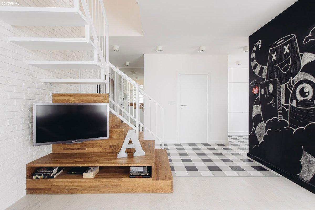 Schodiště se mění v obýváku na multimediální stěnu.
