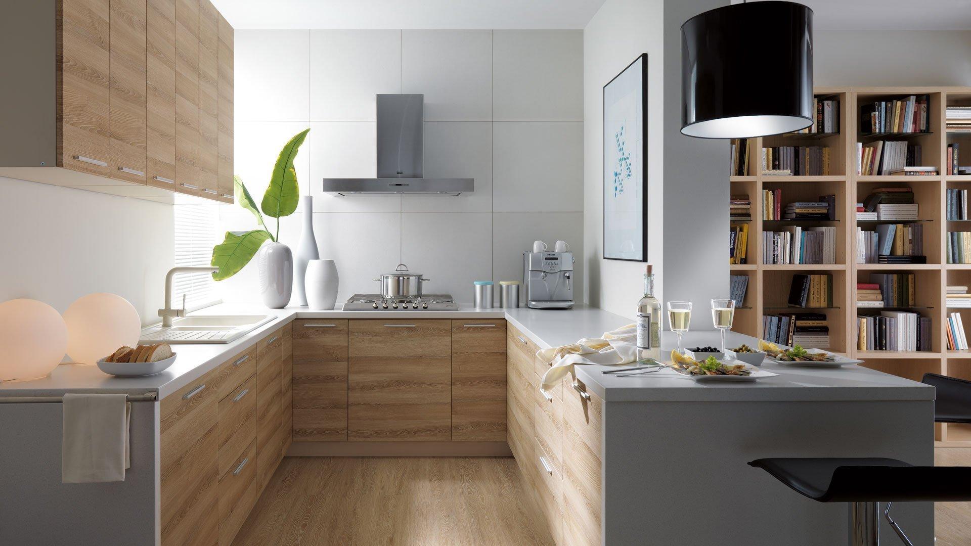 V kuchyni a jídelně to s pestrostí nepřehánějte, výrazné odstíny mohou změnit přirozený vzhled jídla.