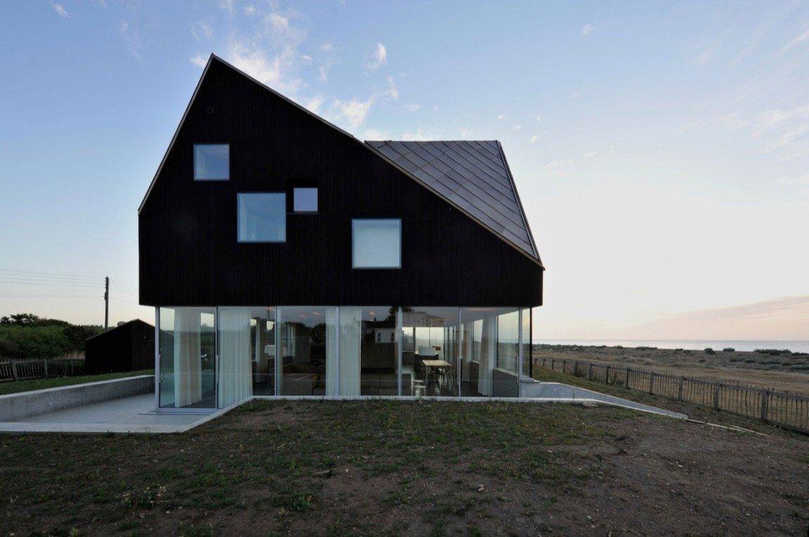 Dům, ukrytý v dunách anglického pobřeží