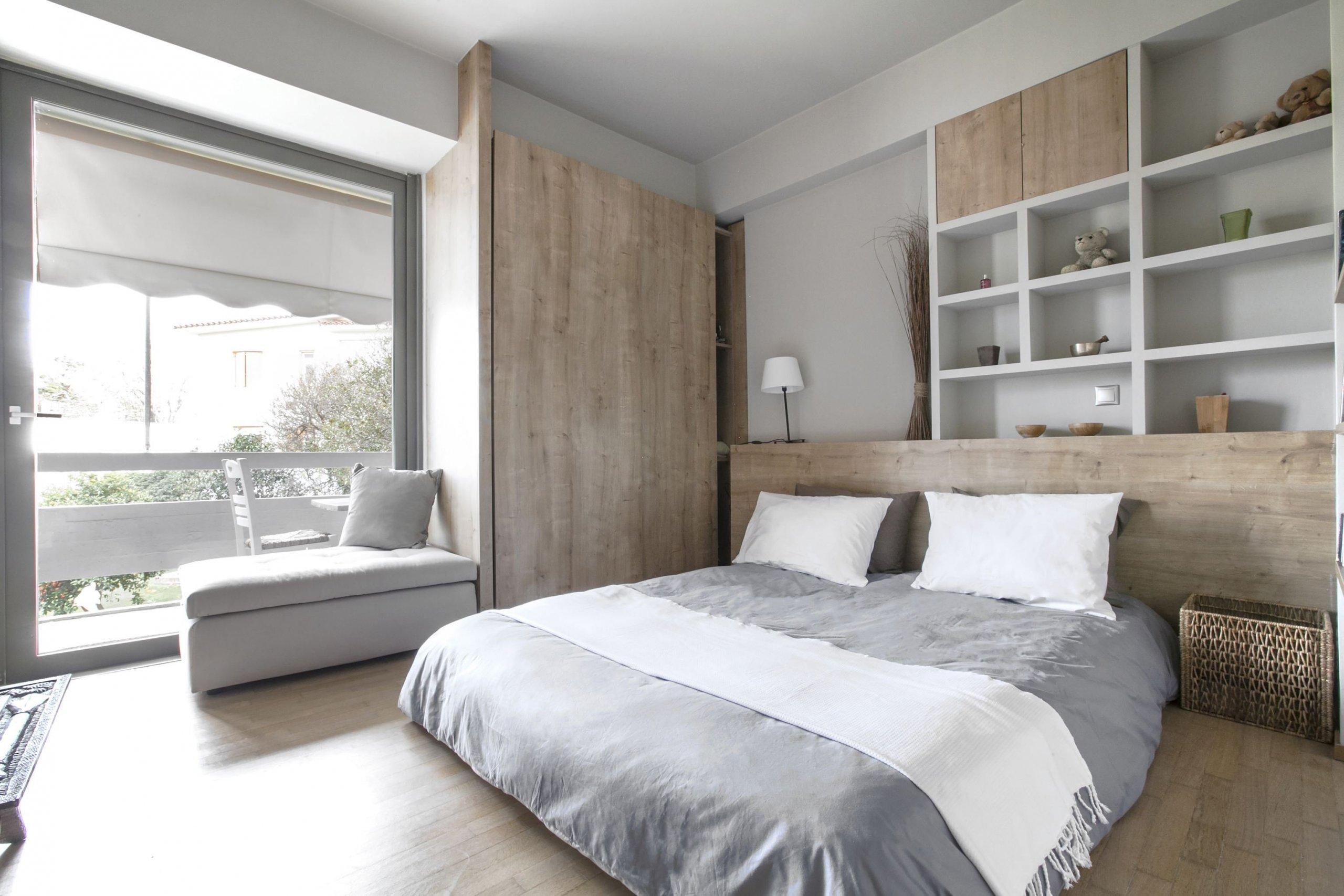 Bílá barva je v moderních interiérech nejen trendy, ale často také nezbytnou součástí pro vytvoření dokonalé a příjemné kompozice. Bílý interiér je přímo ideálním místem pro odpočinek a relax, a to nejen kvůli tomu, že bílá symbolizuje čistotu a harmonii, ale především díky obrovskému množství možností, které interiér s dominantní bílou barvou nabízí.