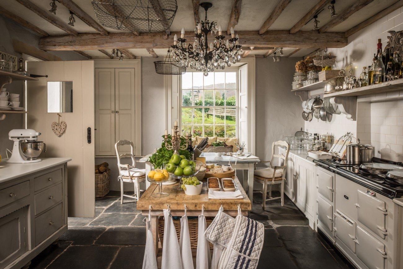 Dům ve stylu anglického venkova se nachází nedaleko jezerní oblasti Lake District. Pohádková oblast kromě nádherného výhledu nabízí i nefalšované kouzlo neformálního prostředí včetně impozantních domů.