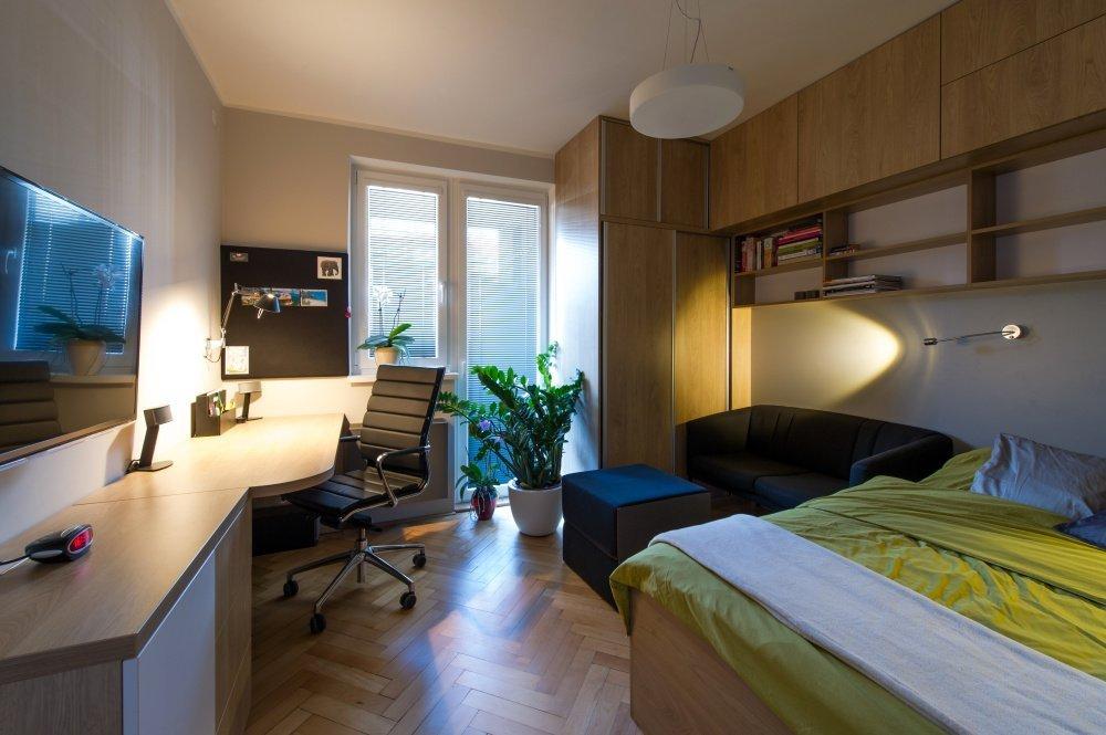Rekonstrukce bytu 1+1 s maximálním využitím každého centimetru. Cílem bylo vytvořit v bytě nejen místo pro spánek a odpočinek, ale také pracovní kout pro příležitostnou práci.