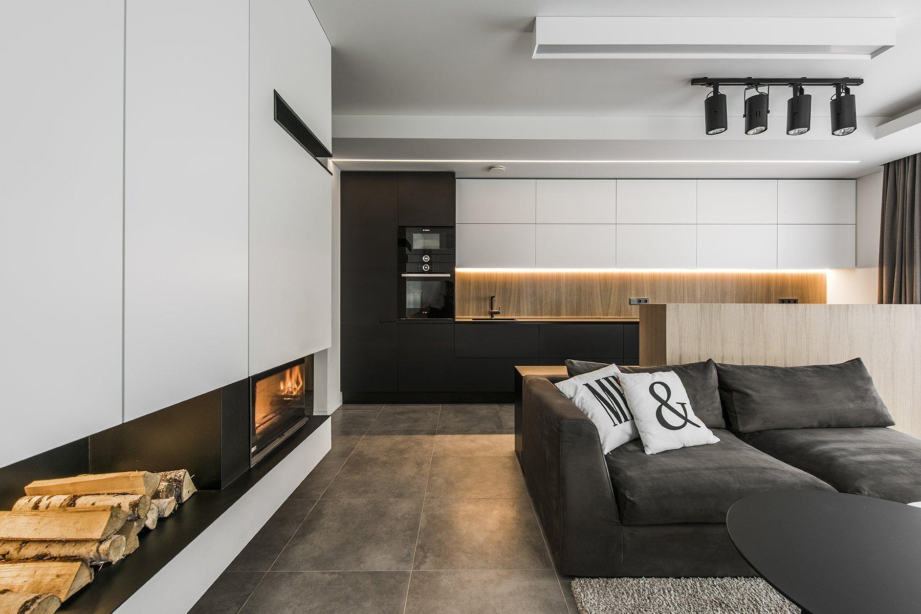 Každý moderní interiér může vypadat trochu jinak. Různé barvy, tvary, použité materiály, doplňky nebo osvětlení. Něco mají všechny moderní interiéry společné. Tím je využití technologie vestavěných spotřebičů, jednoduché tvary a linie a je kladen důraz na funkční využití celého prostoru. Ne vždy se ale vše povede jak má a design někdy převálcuje praktickou stránku návrhu. Posuďte sami.