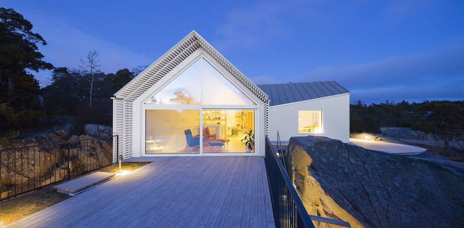 Když se rodinný dům přizpůsobí krajině a spojí se s přírodou okolo, může vzniknout něco úžasného. Výjimečný je tento dům nejen svou architekturou a výhledem do okolí, ale také svým interiérem. Nahlédněte do něj s námi.