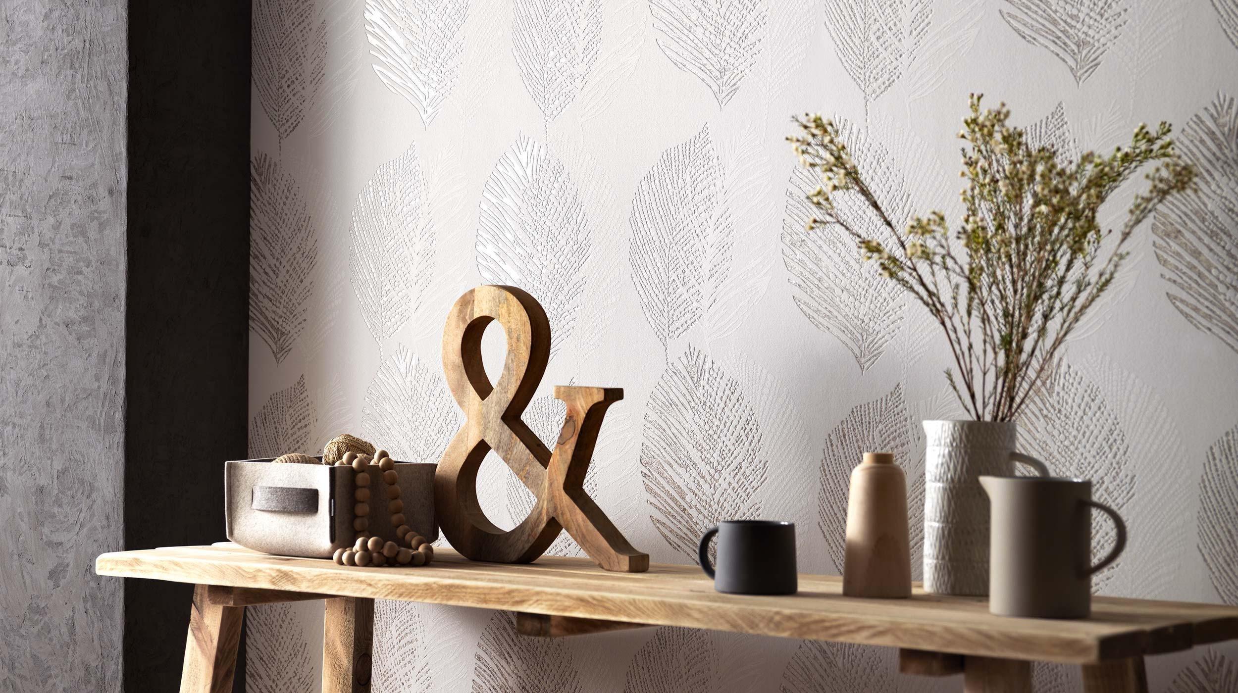 Chystáte se tapetovat, ale nevíte jak se rozhodnout, kterou tapetu si zvolit? Existuje několik druhů materiálů, ze kterých jsou tapety vyrobeny a mají různé vlastnosti. Poradíme vám s výběrem.