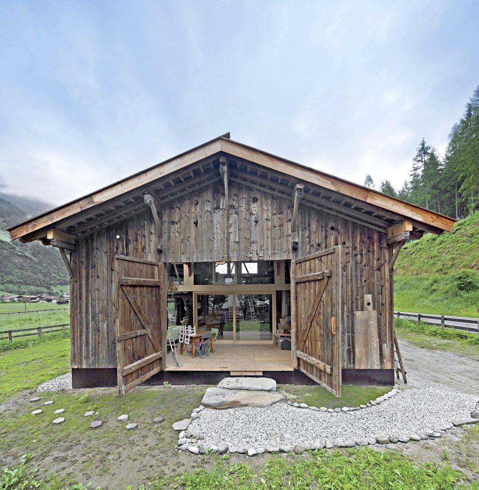 150 let starou stodolu přenesli a zrekonstruovali