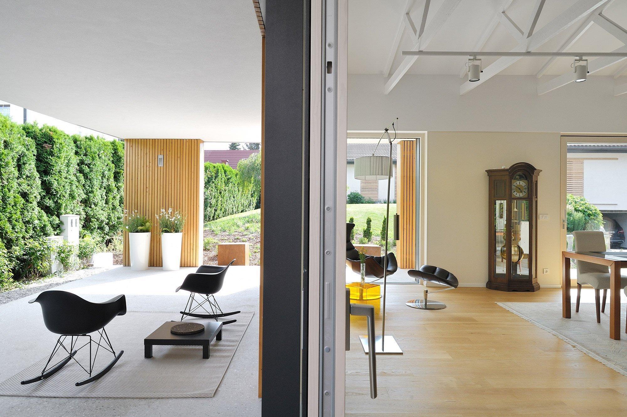 Dnes si představíme moderní dům, který nedávno prošel svou celkovou rekonstrukcí, a to pod taktovkou zkušených architektů. Z původně nevyužitého prostoru se stalo krásné místo k bydlení. Dům se nachází ve Slovinském městě Ptuj a má určitě co nabídnout.