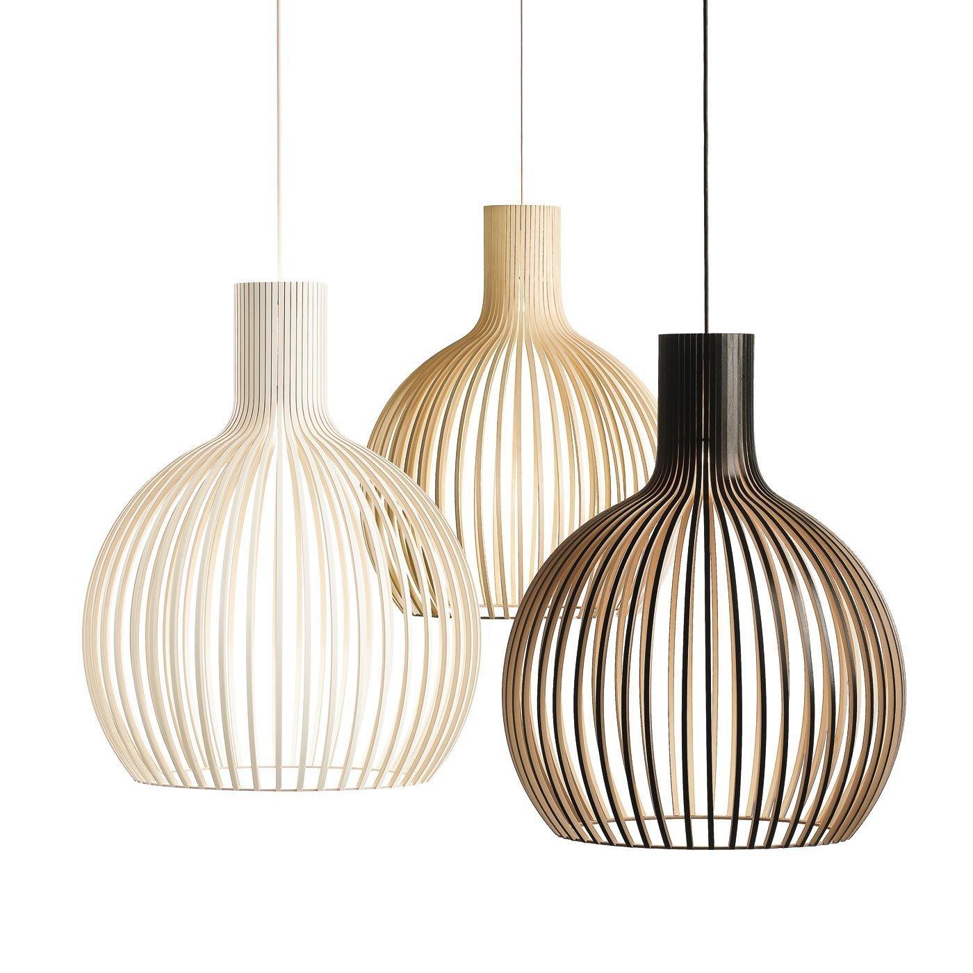 Lustry s výraznějším vzorem rozmělní silné stropní světlo, které je pak příjemnější.
