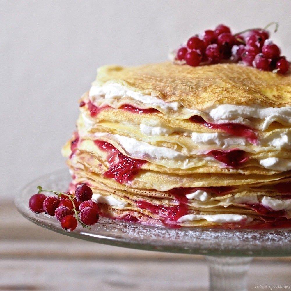 Každý z nás si čas od času zaslouží sladkou tečku v podobě dobrého zákusku. A proč ne ve formě palačinkového dortu, který bude nejen lehký na přípravu, ale také značně chutný. Navíc jde udělat v několika velikostech i příchutích. Pojďte si tuto pochoutku udělat s námi.