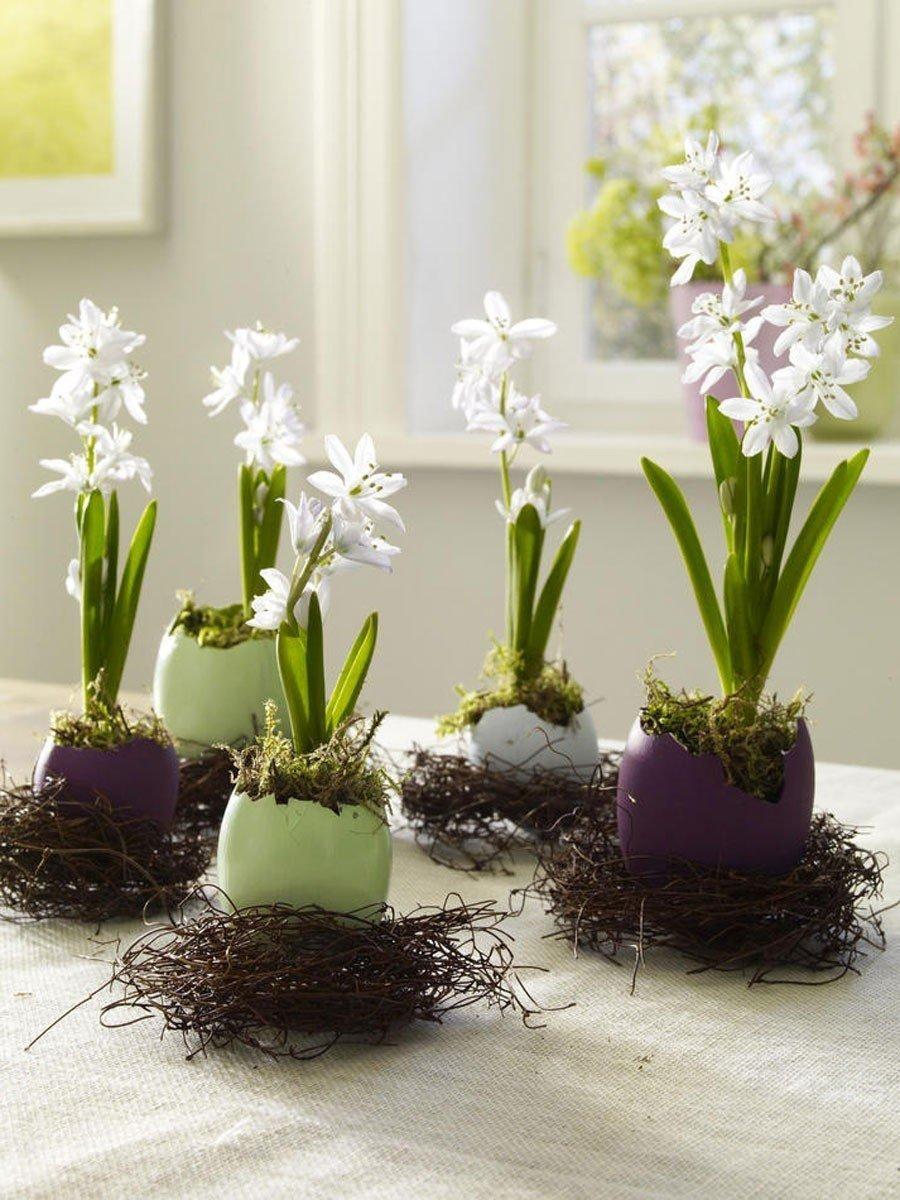 Jaro už nám pomalu klepe na dveře a je proto nejvyšší čas přinést si trochu té jarní atmosféry i do našich domovů. Krásné jarní dekorace bydlení oživí a rozzáří i ty nejpochmurnější dny. Přinášíme vám inspiraci, jak si i z mála vytvořit nádherné dekorace a přinést kousek toho jara k sobě domů.